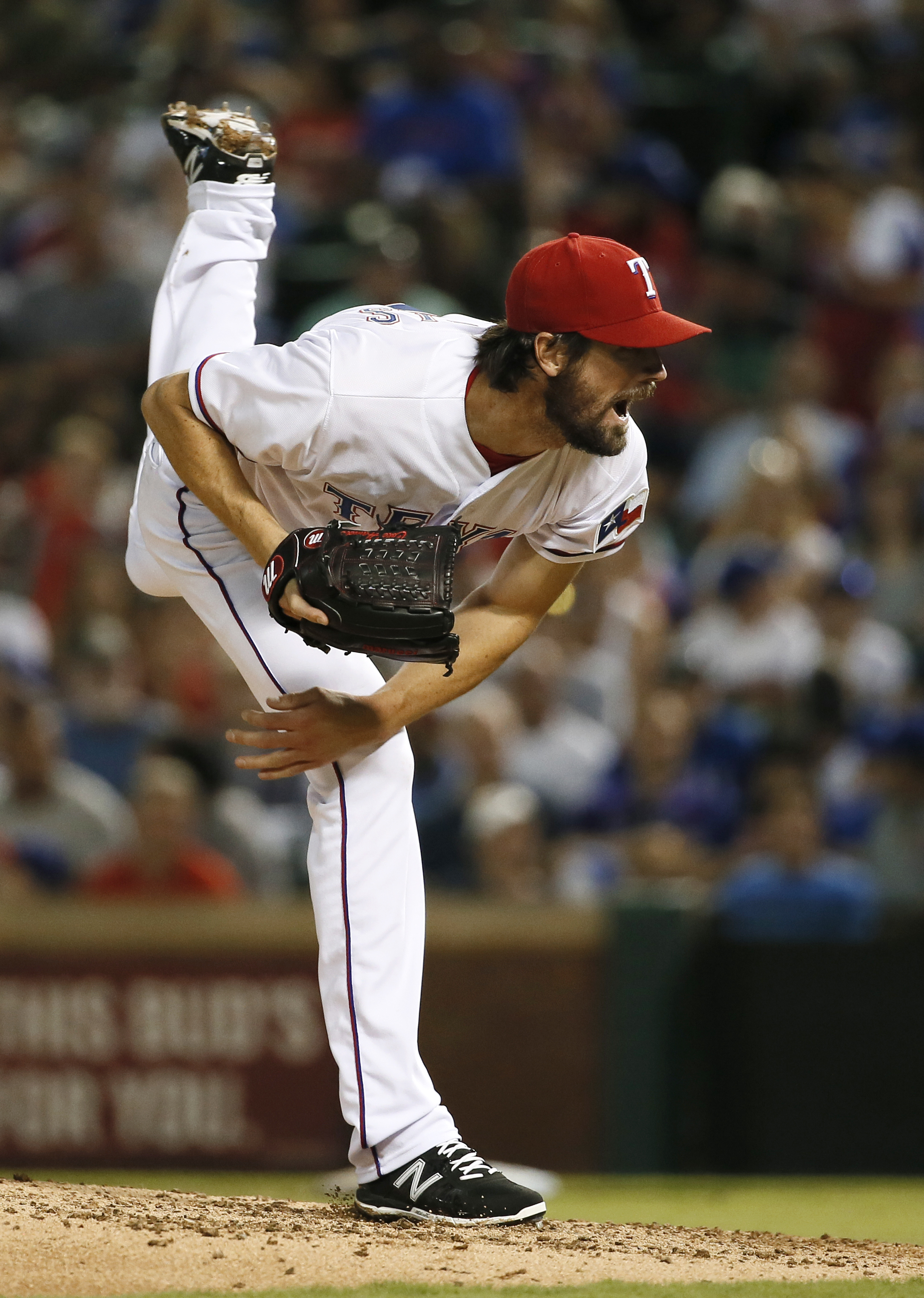Texas Rangers starting pitcher Cole Hamels works against the Baltimore Orioles in the sixth inning of a baseball game Friday, Aug. 28, 2015, in Arlington, Texas. (AP Photo/Tony Gutierrez)