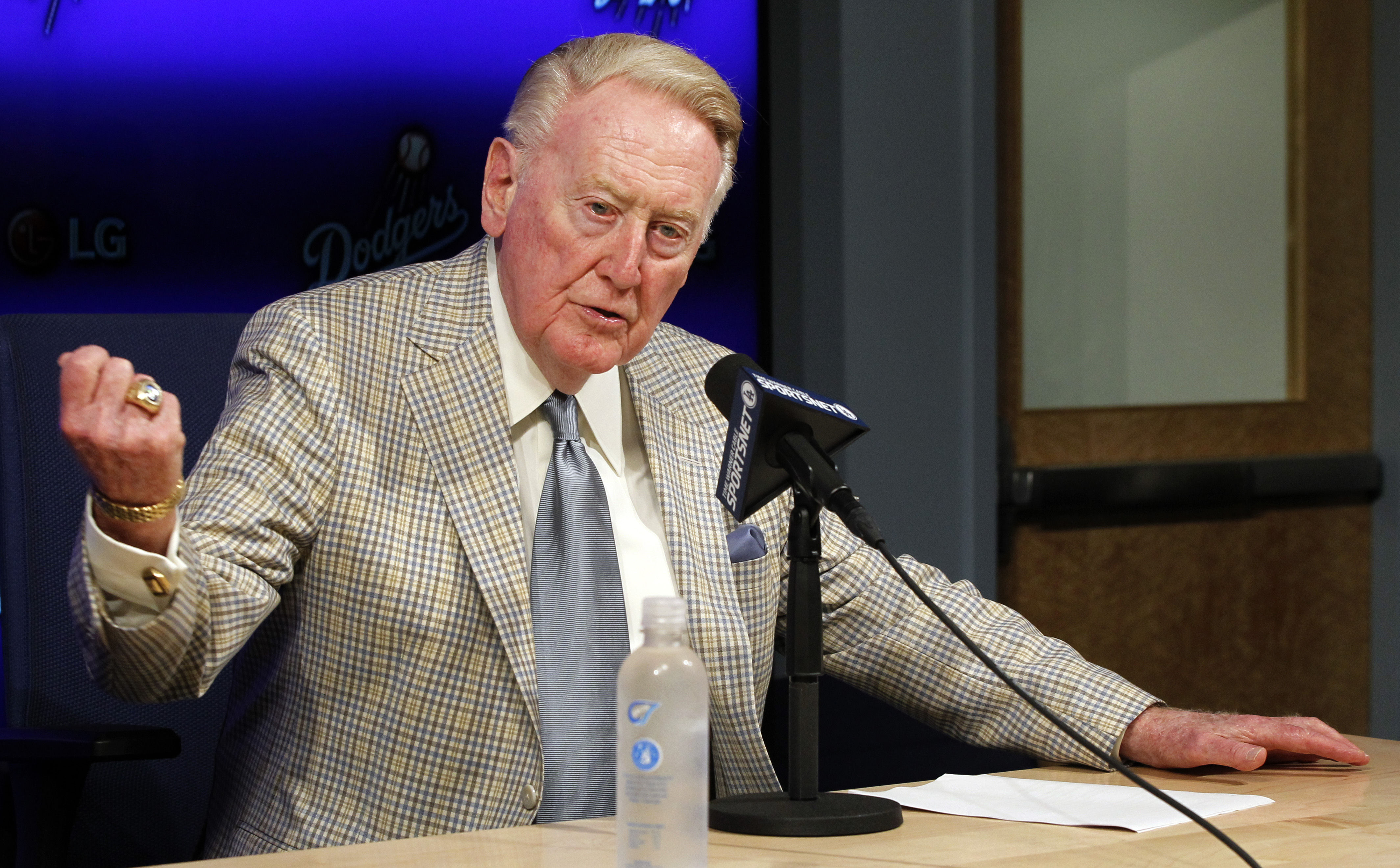 Los Angeles Dodgers Hall of Fame broadcaster Vin Scully announces he will return to broadcast his 67th, and last baseball season in 2016, during a news conference in Los Angeles, Saturday, Aug. 29, 2015. (AP Photo/Alex Gallardo)