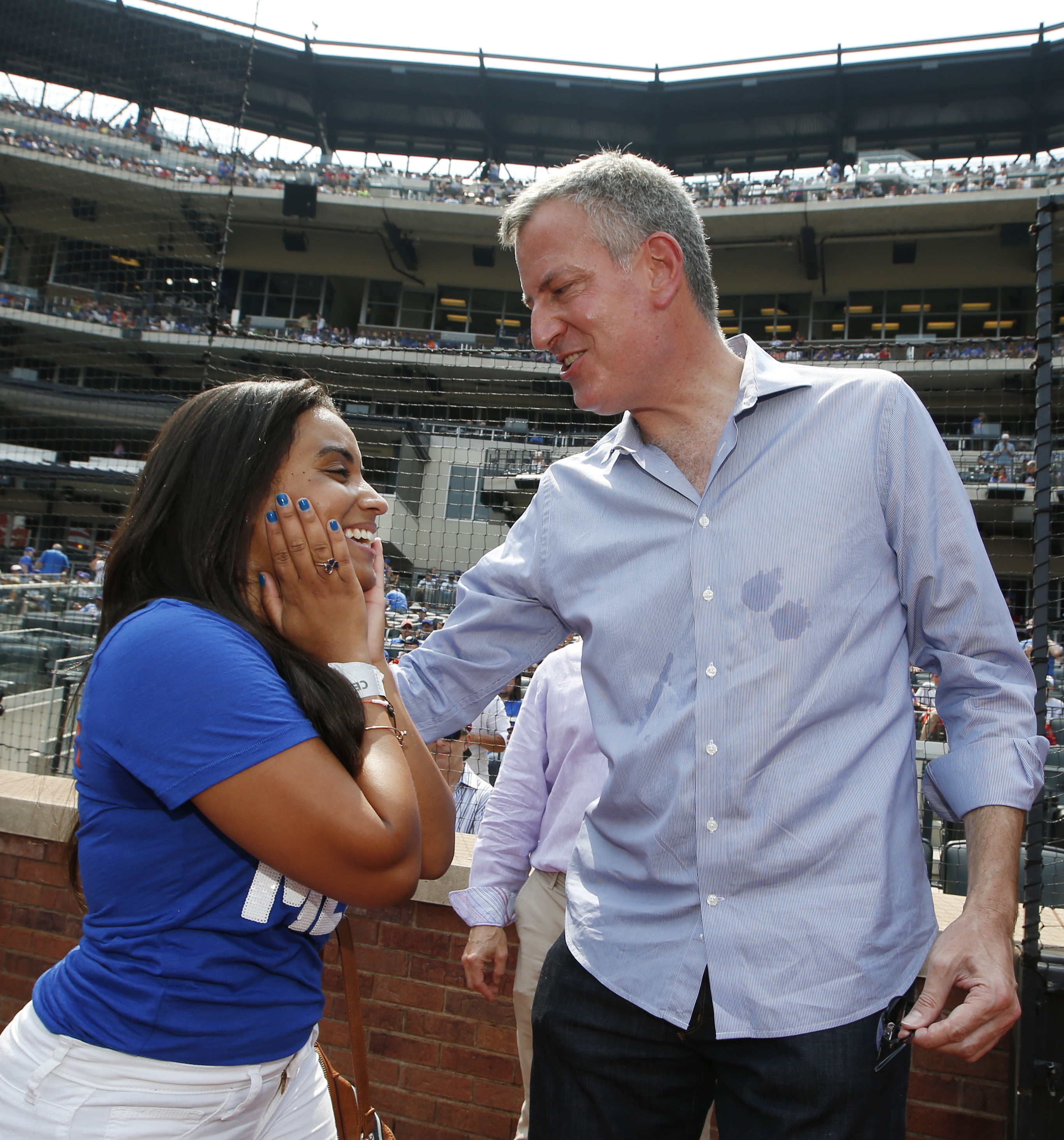 Josefina Sora, left, reacts after singing the national anthem and then meeting New York Mayor Bill de Blasio before an interleague baseball game between the New York Mets and the Boston Red Sox in New York, Sunday, Aug. 30, 2015. (AP Photo/Kathy Willens)
