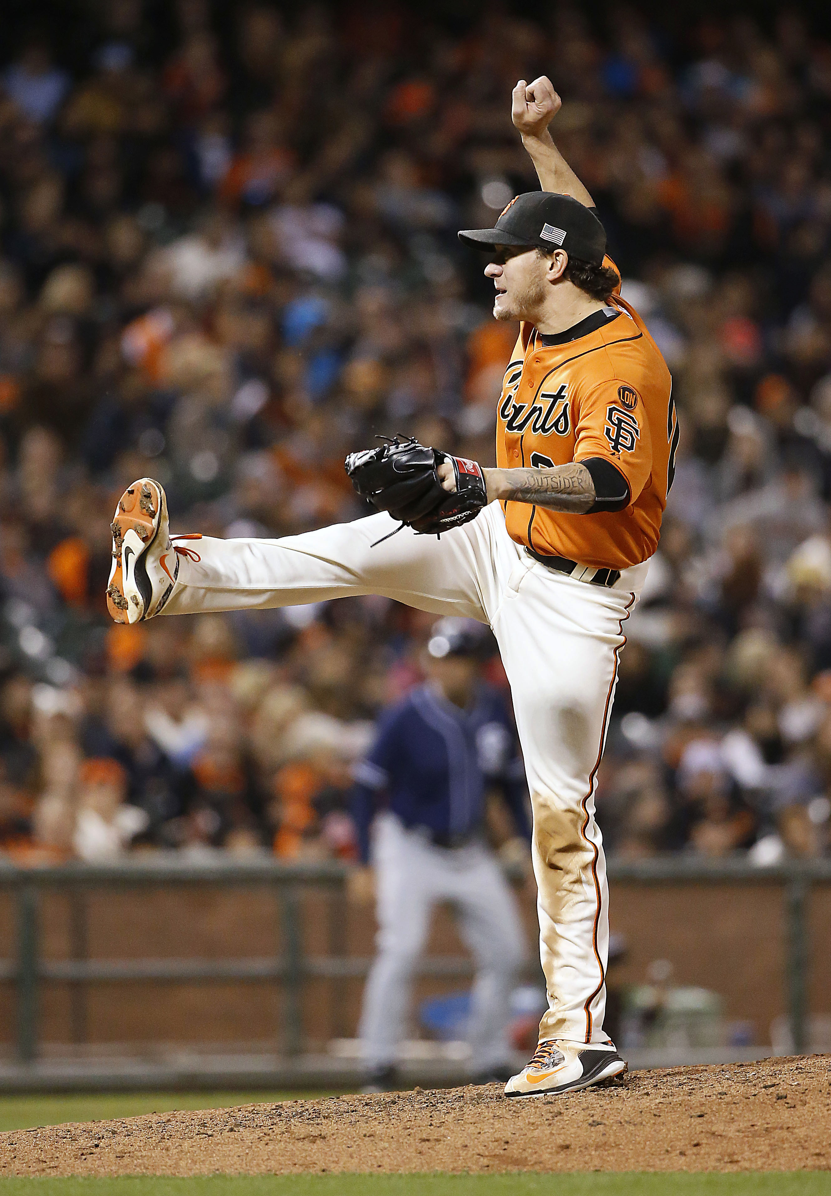 San Francisco Giants pitcher Jake Peavy throws to the San Diego Padres during the seventh inning of a baseball game, Friday, Sept. 11, 2015, in San Francisco. (AP Photo/Tony Avelar)