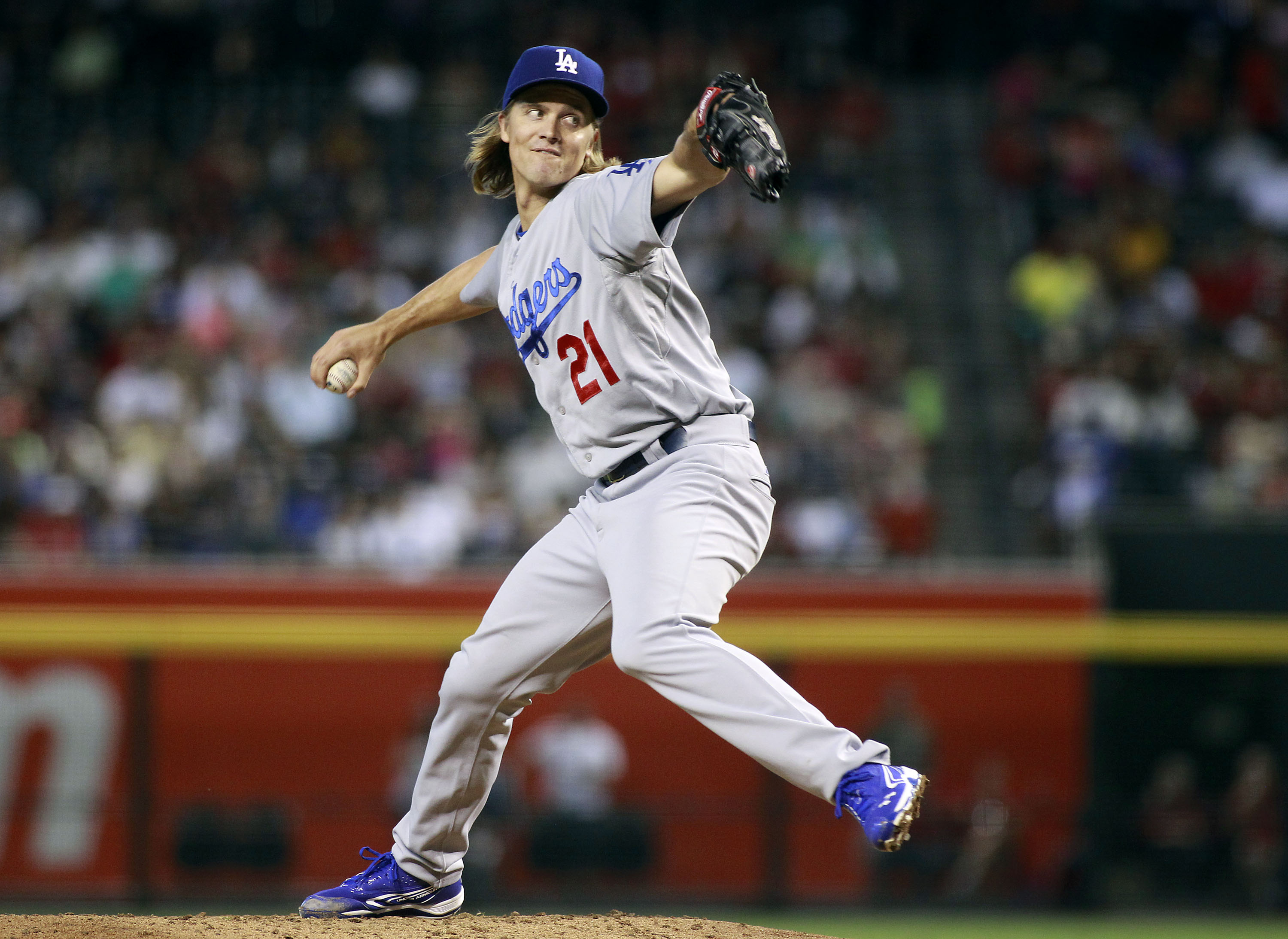 Los Angeles Dodgers starting pitcher Zach Greinke throws against the Arizona Diamondbacks during the second inning of a baseball game, Sunday, Sept. 13, 2015, in Phoenix. (AP Photo/Ralph Freso)