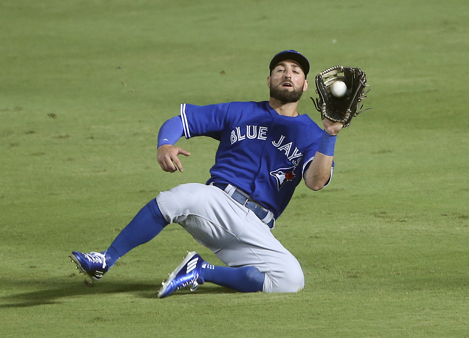 Toronto Blue Jays center fielder Kevin Pillar makes a sliding catch to retire Atlanta Braves' Nick Markakis in the fifth inning of a baseball game, Tuesday, Sept. 15, 2015, in Atlanta. (AP Photo/John Bazemore)