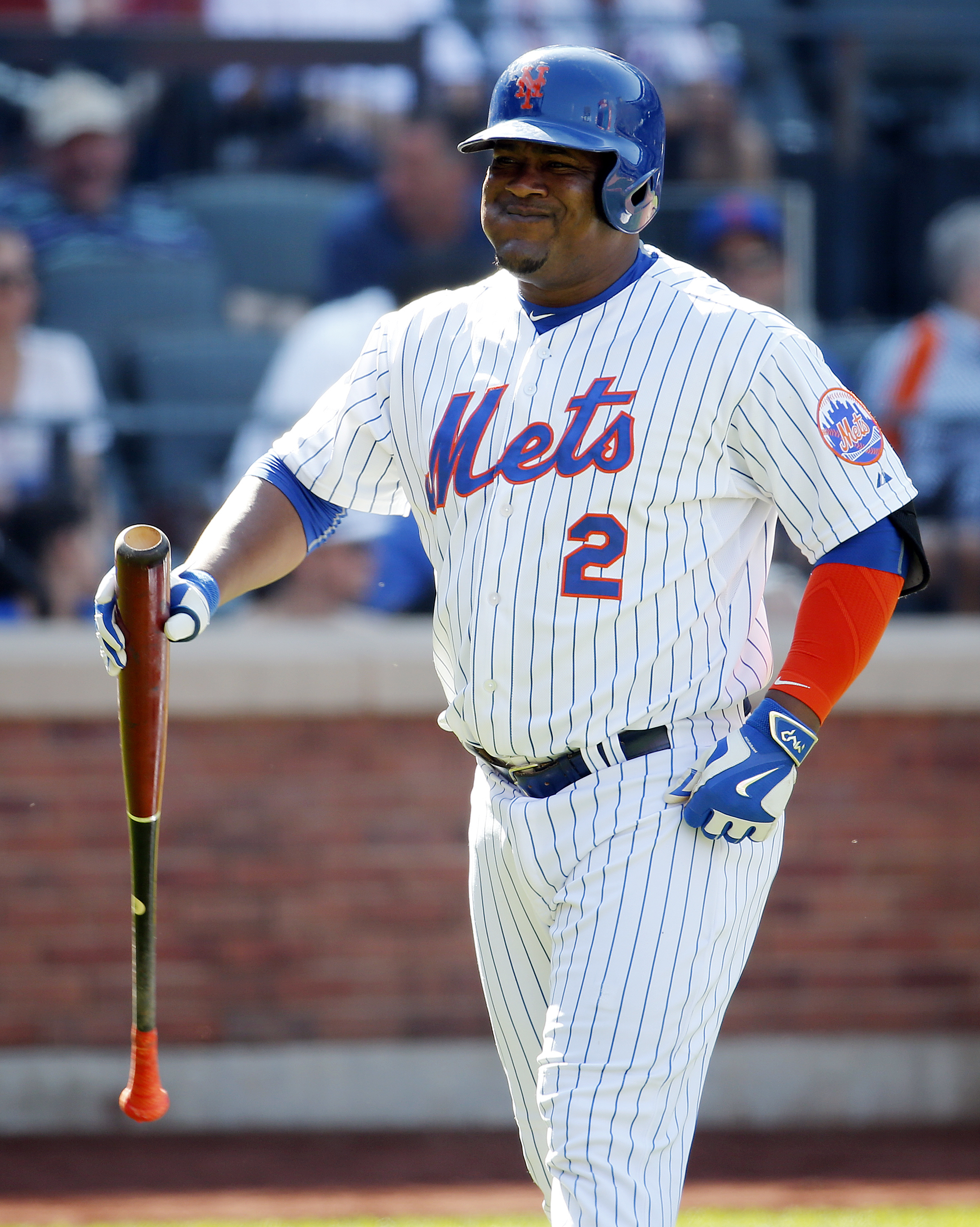New York Mets' Juan Uribe reacts after striking out with the bases loaded against New York Yankees relief pitcher Justin Wilson to end the sixth inning of a baseball game, Saturday, Sept. 19, 2015, in New York. (AP Photo/Julio Cortez)