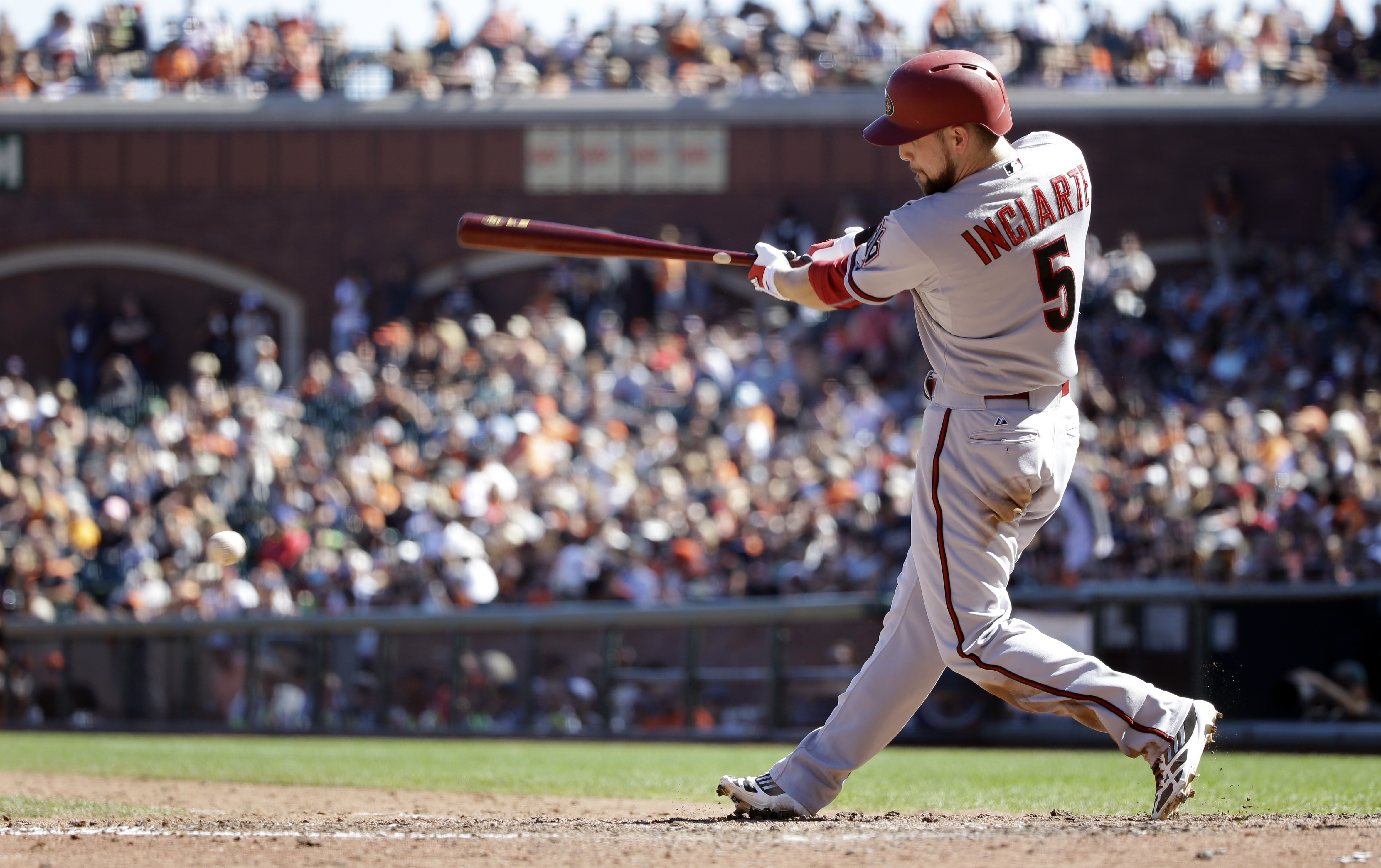 Arizona Diamondbacks' Ender Inciarte drives in a run with a single against the San Francisco Giants during the sixth inning of a baseball game on Saturday, Sept. 19, 2015, in San Francisco. (AP Photo/Marcio Jose Sanchez)