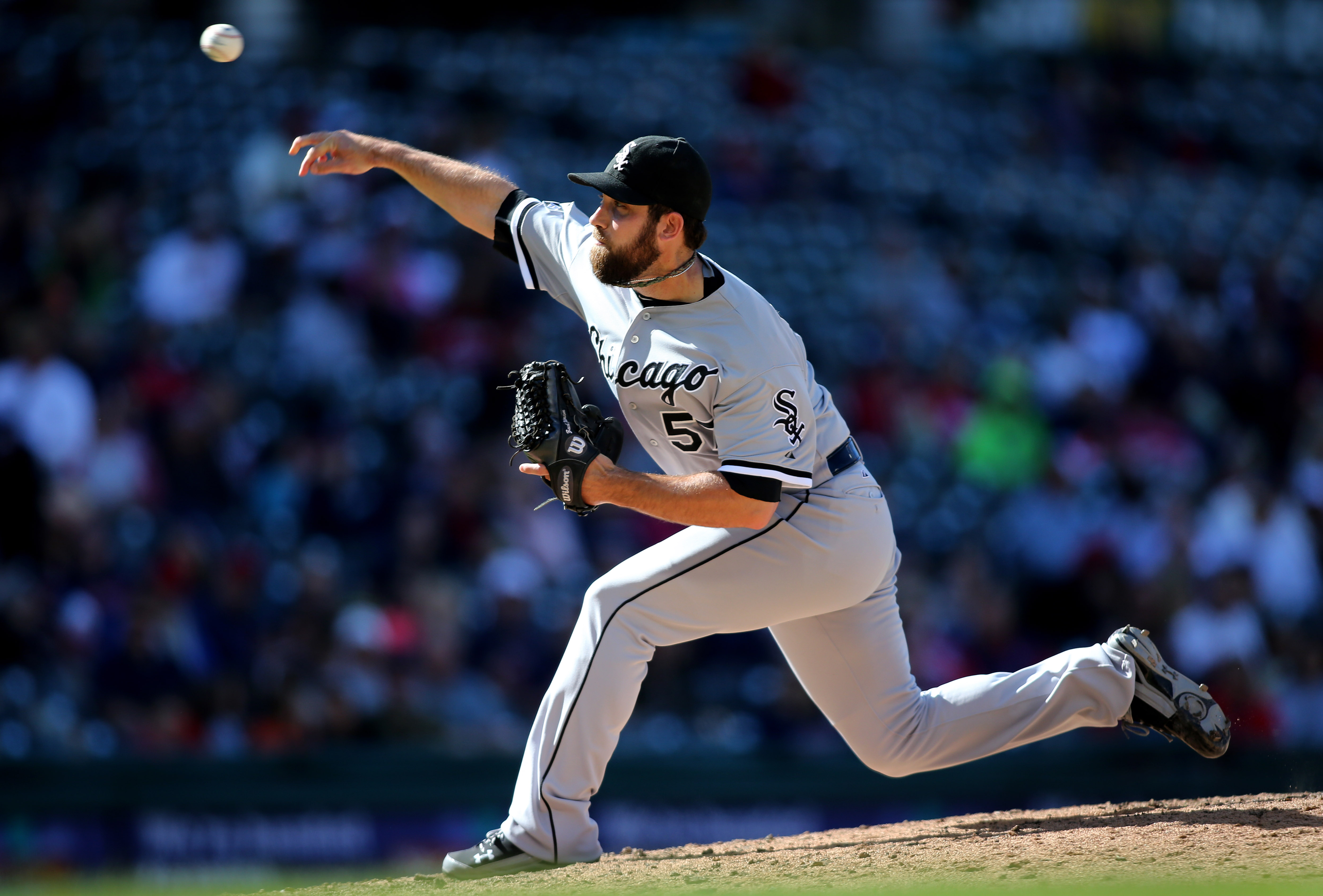 Chicago White Sox relief pitcher Zach Putnam throws to the plate during the sixth inning of a baseball game against the Cleveland Indians, Sunday, Sept. 20, 2015, in Cleveland. (AP Photo/Aaron Josefczyk)