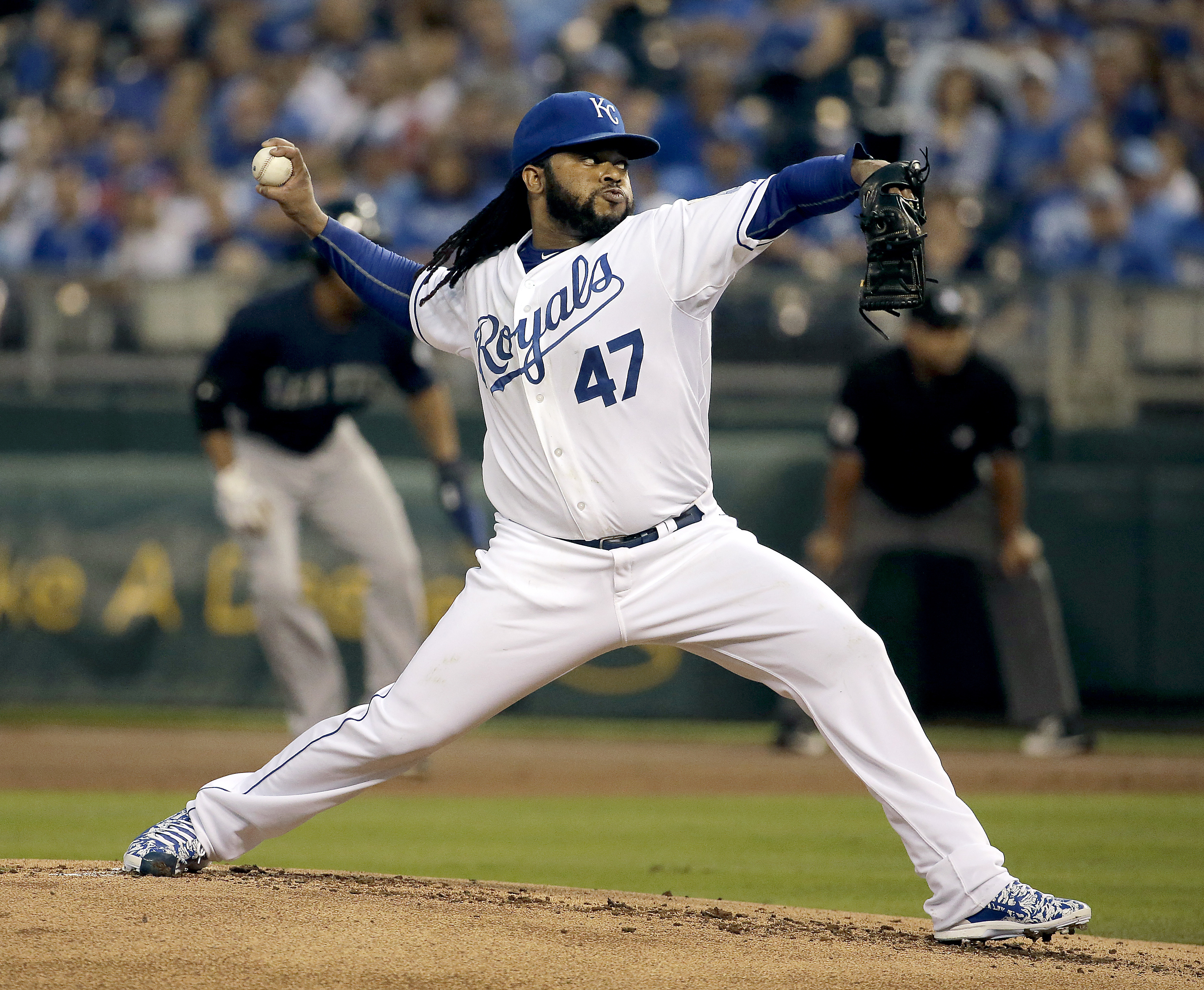 Kansas City Royals starting pitcher Johnny Cueto throws during the first inning of a baseball game against the Seattle Mariners on Thursday, Sept. 24, 2015, in Kansas City, Mo. (AP Photo/Charlie Riedel)