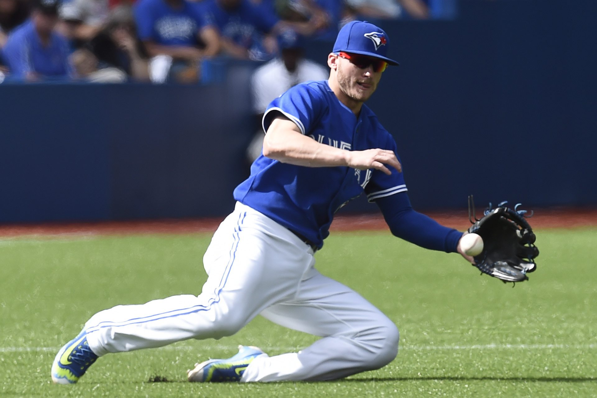 Toronto Blue Jays' third baseman Josh Donaldson makes the play on a ground ball hit by Tampa Bay Rays' Luke Maile during fourth inning of a baseball game in Toronto, Sunday, Sept. 27, 2015. (Frank Gunn/The Canadian Press via AP) MANDATORY CREDIT