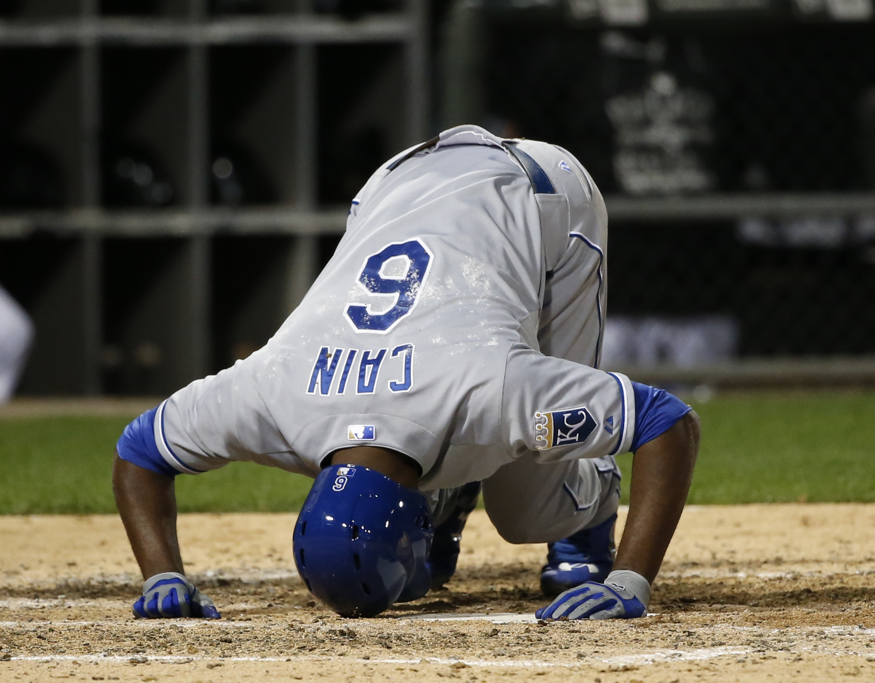 Kansas City Royals' Lorenzo Cain kneels on the ground after fouling a pitch from Chicago White Sox starting pitcher Jose Quintana during the seventh inning of a baseball game Wednesday, Sept. 30, 2015, in Chicago. (AP Photo/Charles Rex Arbogast)