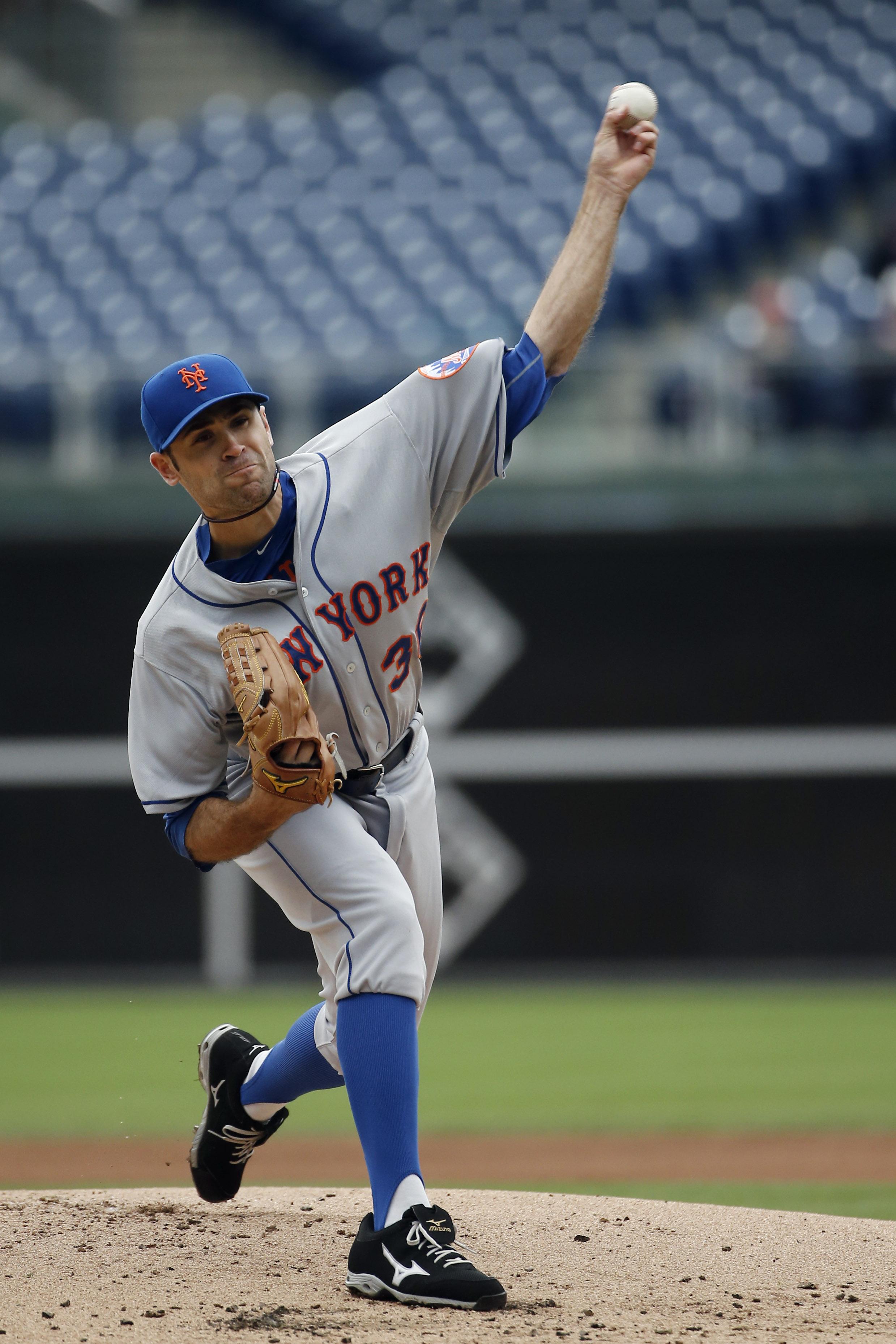New York Mets' Sean Gilmartin pitches during the first inning of a baseball game against the Philadelphia Phillies, Thursday, Oct. 1, 2015, in Philadelphia. (AP Photo/Matt Slocum)