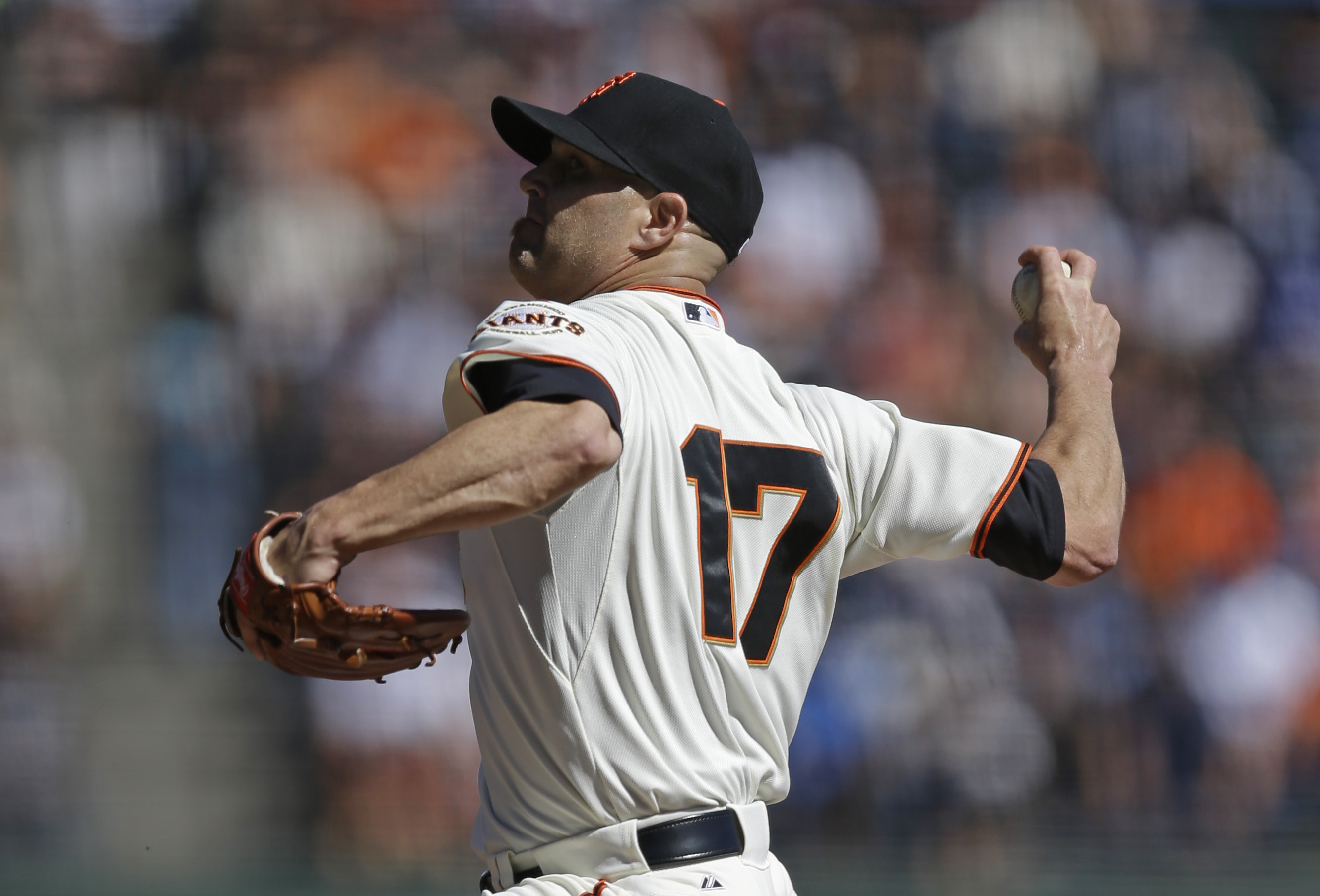 San Francisco Giants pitcher Tim Hudson works against the Los Angeles Dodgers in the first inning of a baseball game Thursday, Oct. 1, 2015, in San Francisco. (AP Photo/Ben Margot)