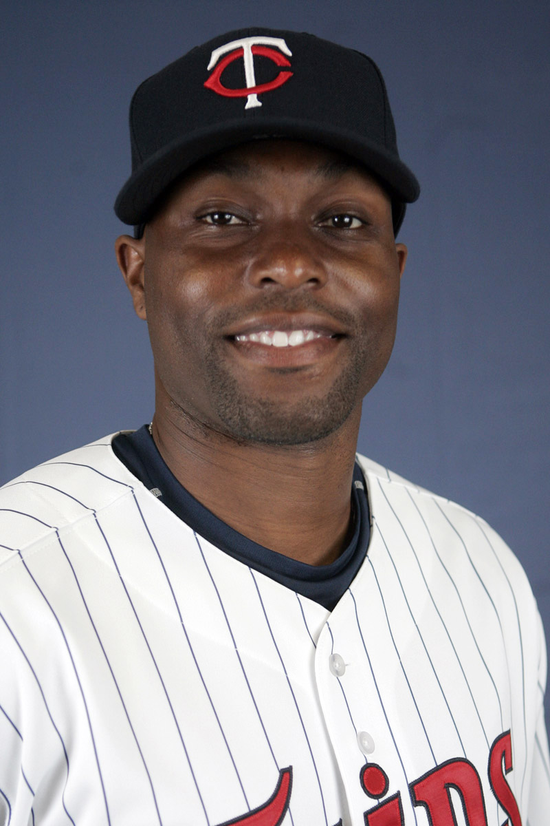 FILE-This is a 2007 file photo of Torii Hunter of the Minnesota Twins baseball team.  Hunter has decided to retire. The Twins confirmed Monday, Oct. 26, 2015, that Hunter will call it a career. He told the Star Tribune he began the year believing this wou