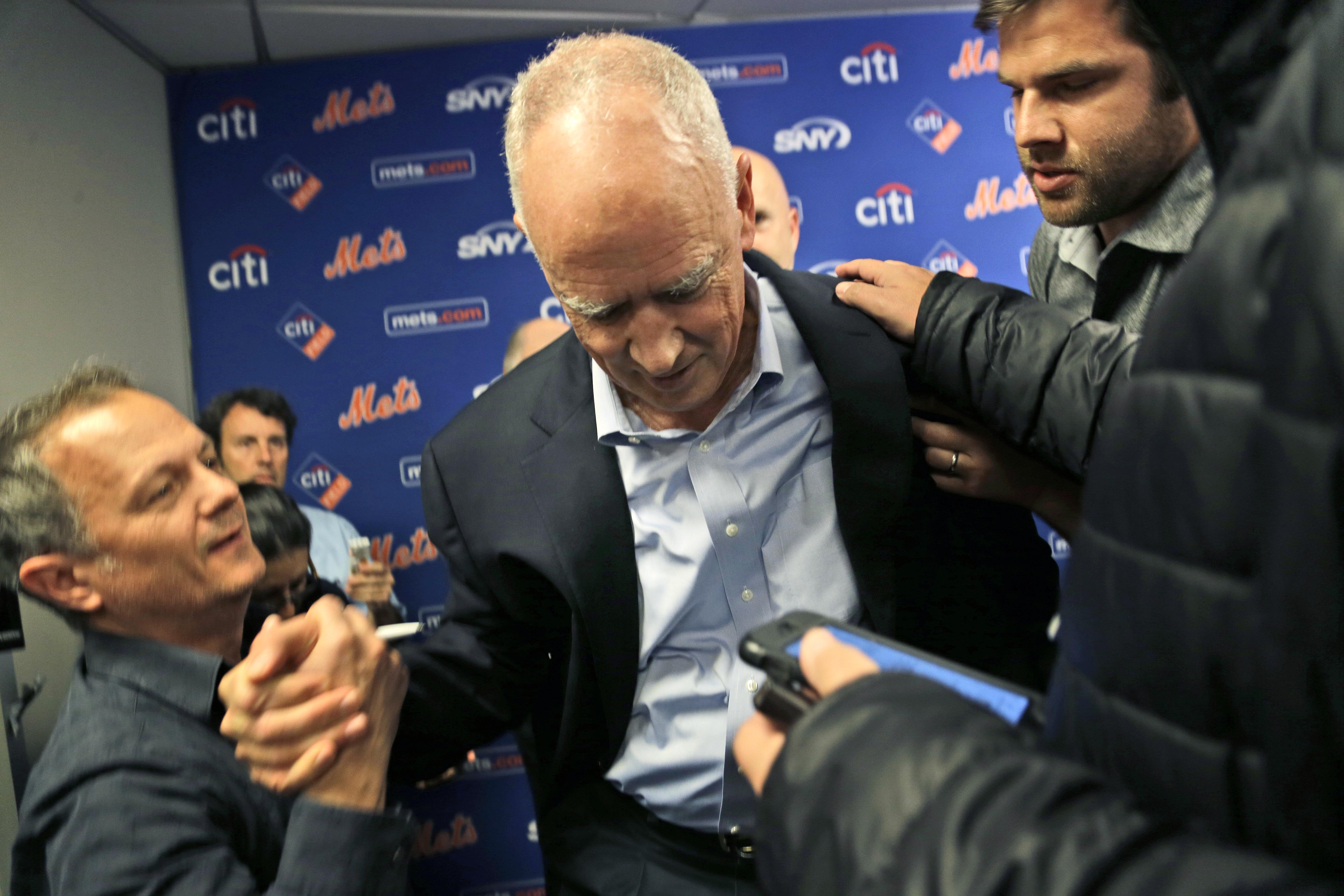 New York Mets g eneral manager Sandy Alderson is assisted to his feet by reporters after collapsing during a news conference in New York, Wednesday, Nov. 4, 2015. (AP Photo/Seth Wenig)