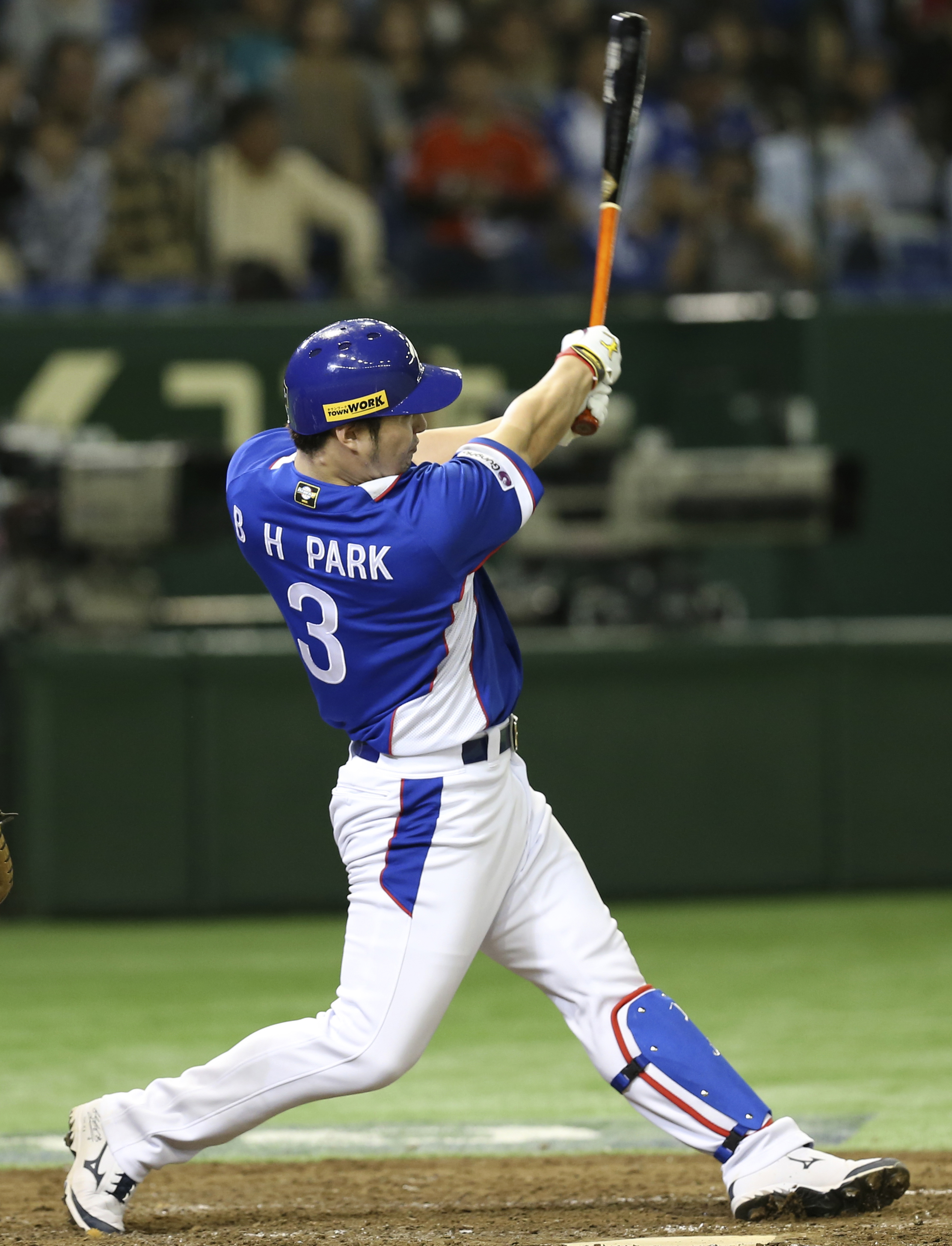 South Korea's Park Byung-ho hits a three-run home run against Team USA in the fourth inning of their final game at the Premier12 world baseball tournament at Tokyo Dome in Tokyo, Saturday, Nov. 21, 2015. (AP Photo/Koji Sasahara)