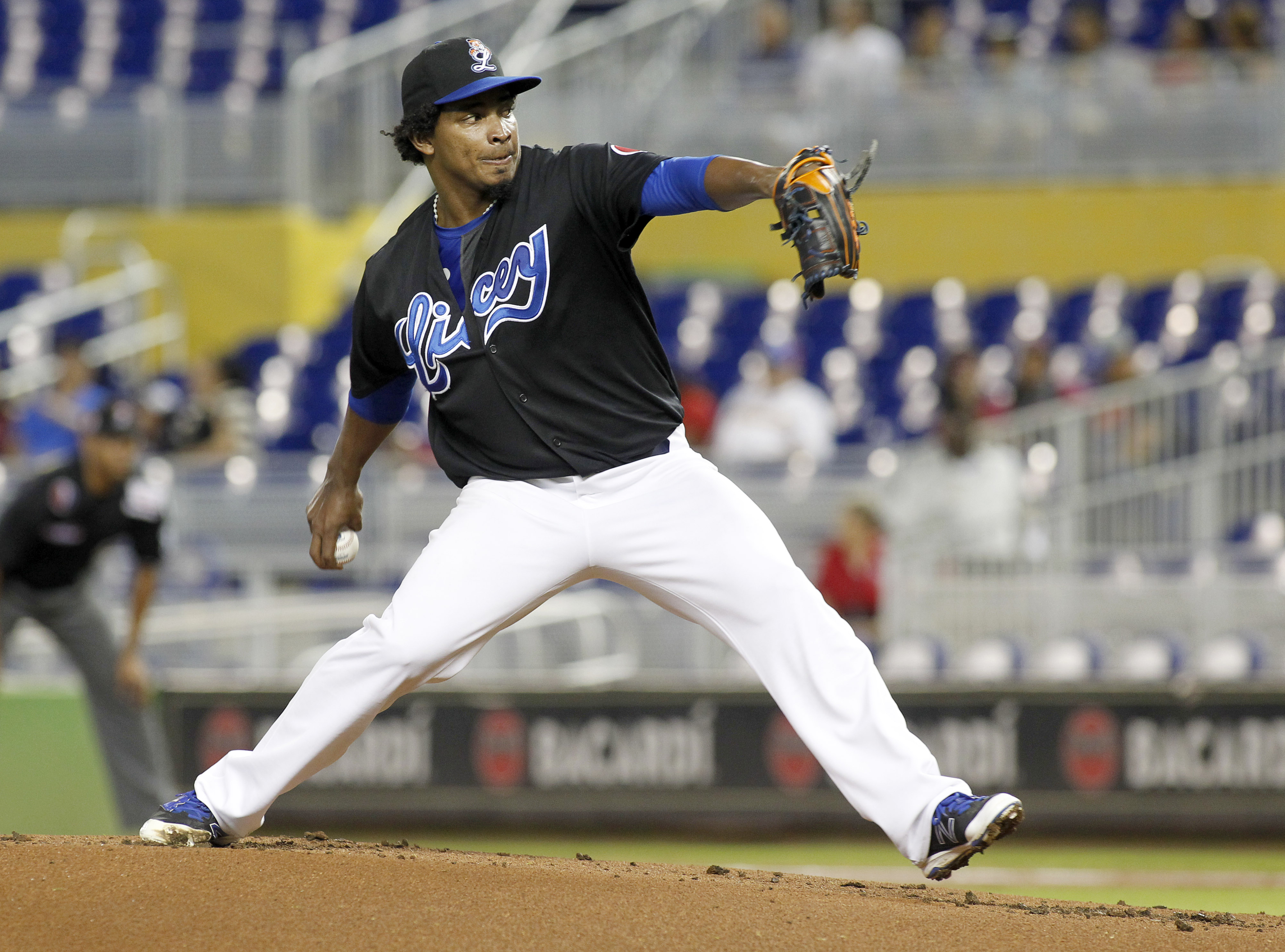 Tigres' starting pitcher Enderson Franco throws against the Tigres in the first inning during a Serie de las Americas baseball game at Marlins Park in Miami, Sunday, Nov. 22, 2015. (AP Photo/Joe Skipper)