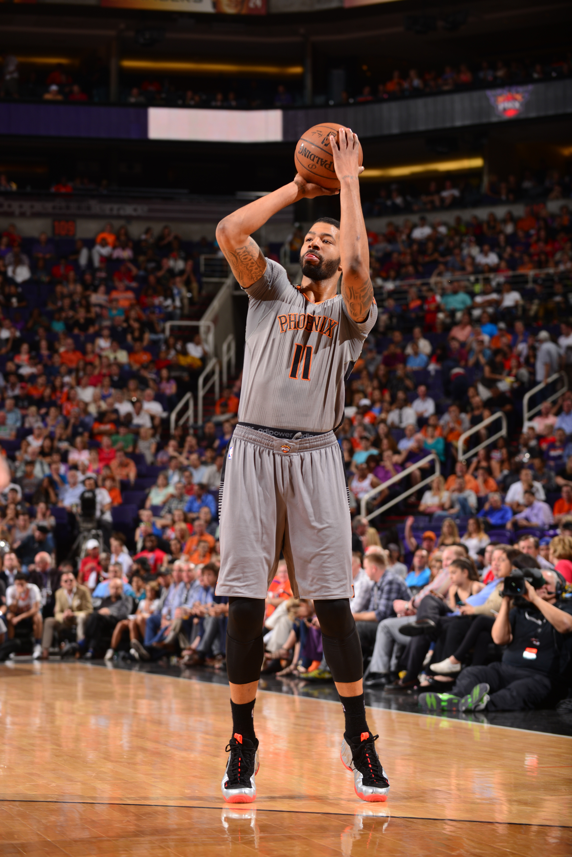 PHOENIX, AZ - APRIL 14: Markieff Morris #11 of the Phoenix Suns shoots against the Los Angeles Clippers on April 14, 2015 at U.S. Airways Center in Phoenix, Arizona. (Photo by Barry Gossage/NBAE via Getty Images)