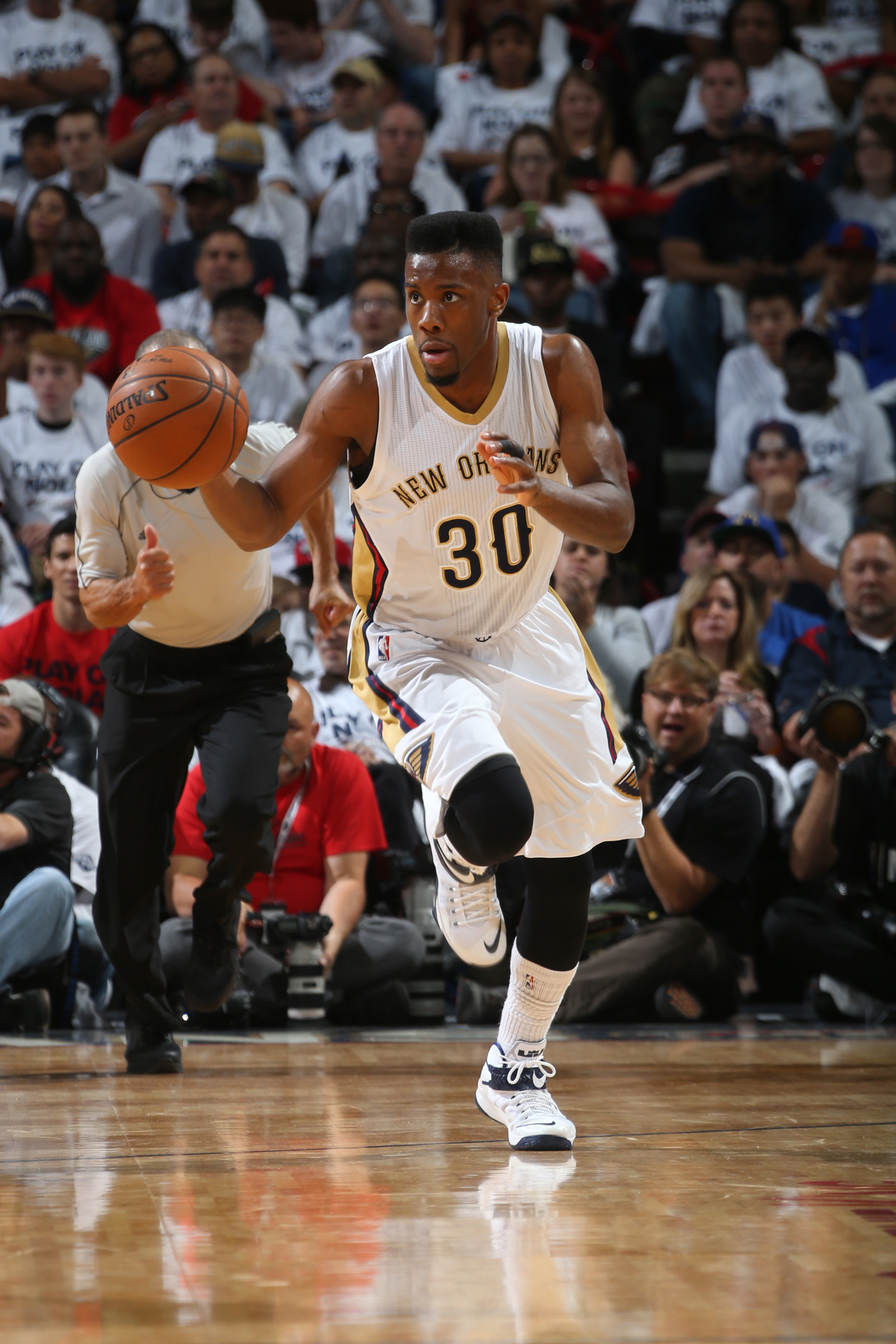 NEW ORLEANS, LA - APRIL 25: Norris Cole #30 of the New Orleans Pelicans drives to the basket against the Golden State Warriors during Game Four of the Western Conference Quarterfinals during the 2015 NBA Playoffs on April 25, 2015 at the Smoothie King Cen