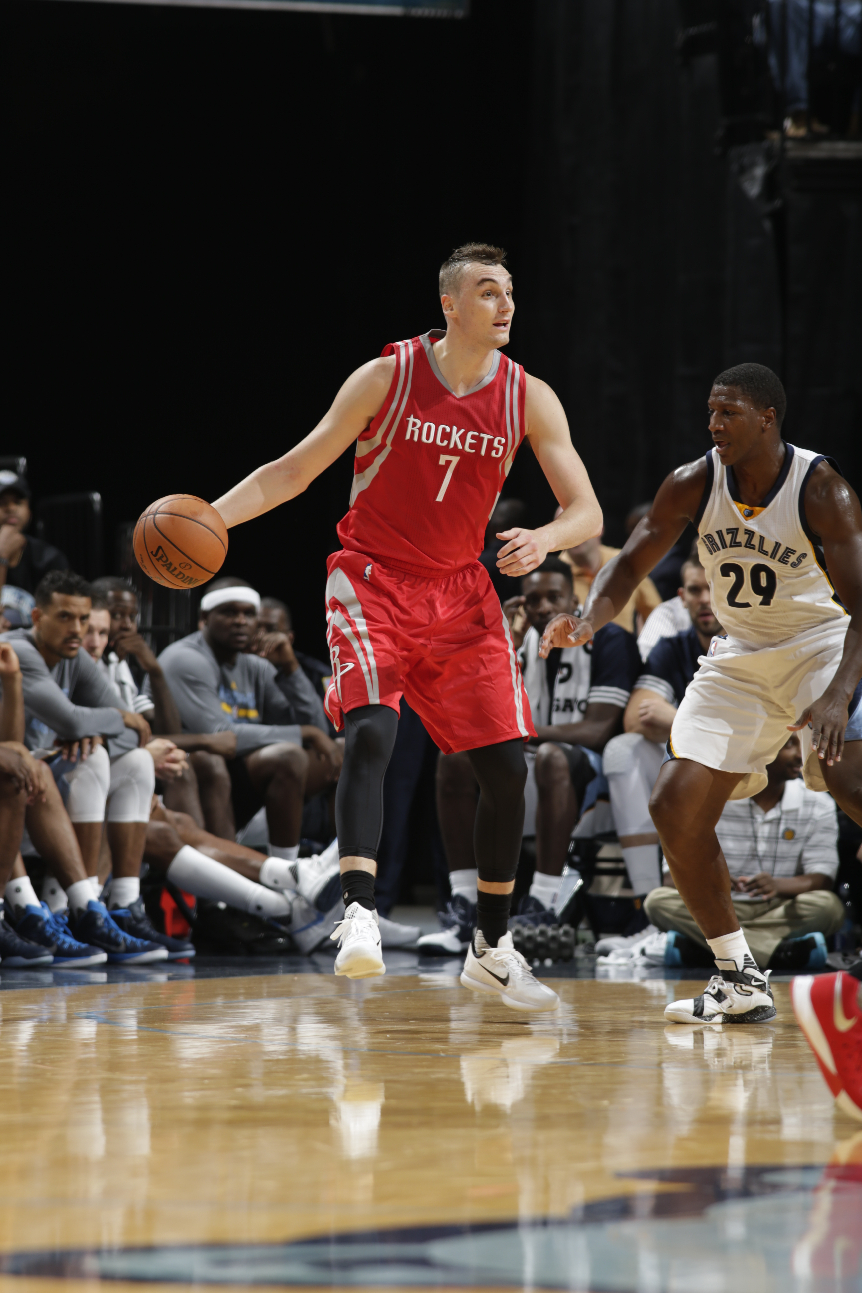 MEMPHIS, TN - OCTOBER 6:  Sam Dekker #7 of the Houston Rockets handles the ball against the Memphis Grizzlies during a preseason game on October 6, 2015 at FedExForum in Memphis, Tennessee. (Photo by Jeff Haynes/NBAE via Getty Images)