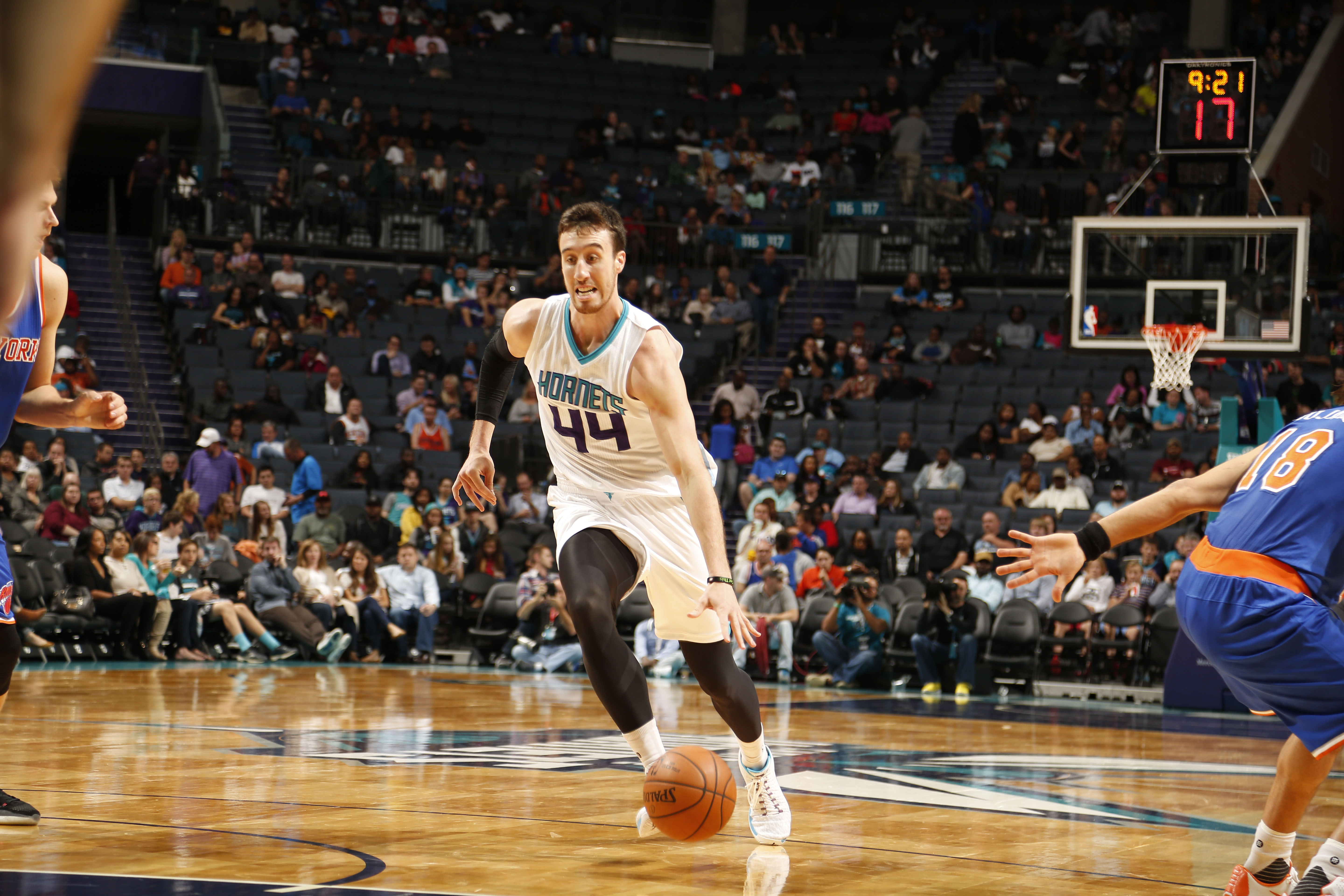 CHARLOTTE, NC - OCTOBER 17:  Frank Kaminsky III #44 of the Charlotte Hornets drives against the New York Knicks at the Time Warner Cable Arena on October 17, 2015 in Charlotte, North Carolina. (Photo by Brock Williams-Smith/NBAE via Getty Images)