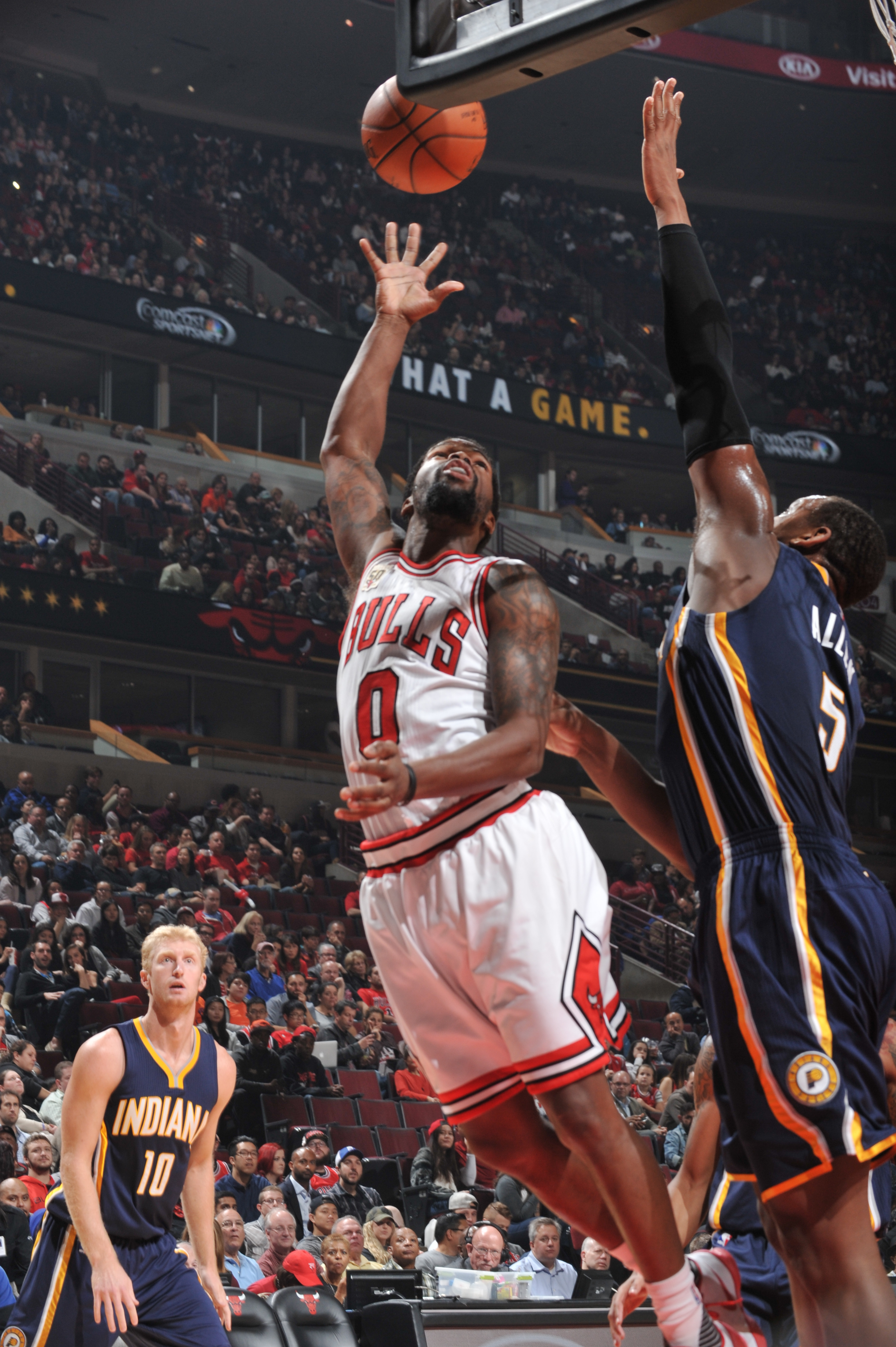 CHICAGO, IL - OCTOBER 20: Aaron Brooks #0 of the Chicago Bulls hooks the ball against Lavoy Allen #5 of the Indiana Pacers during the preseason game on October 20, 2015 at United Center in Boston, Massachusetts. (Photo by Randy Belice/NBAE via Getty Image