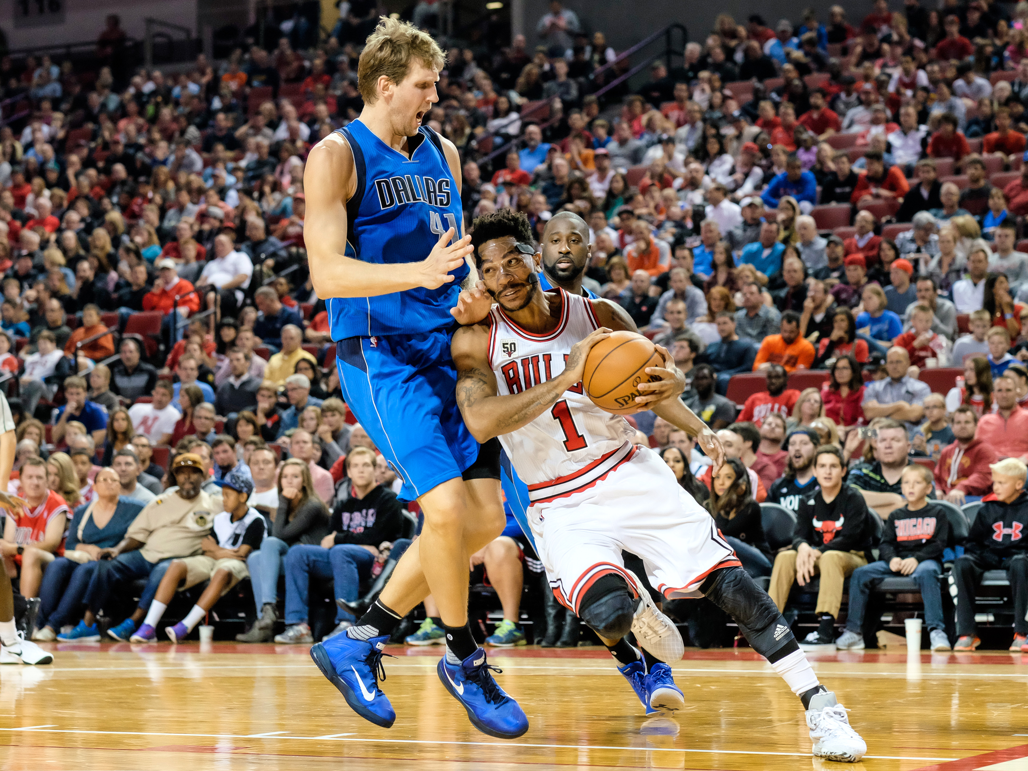 Lincoln, NE - OCTOBER 23:  Derrick Rose #1 of the Chicago Bulls drives to the basket against Dirk Nowitzki #41 of the Dallas Mavericks on October 23, 2015 at Pinnacle Bank Arena in Lincoln, Nebraska. (Photo by Eric Francis/NBAE via Getty Images)
