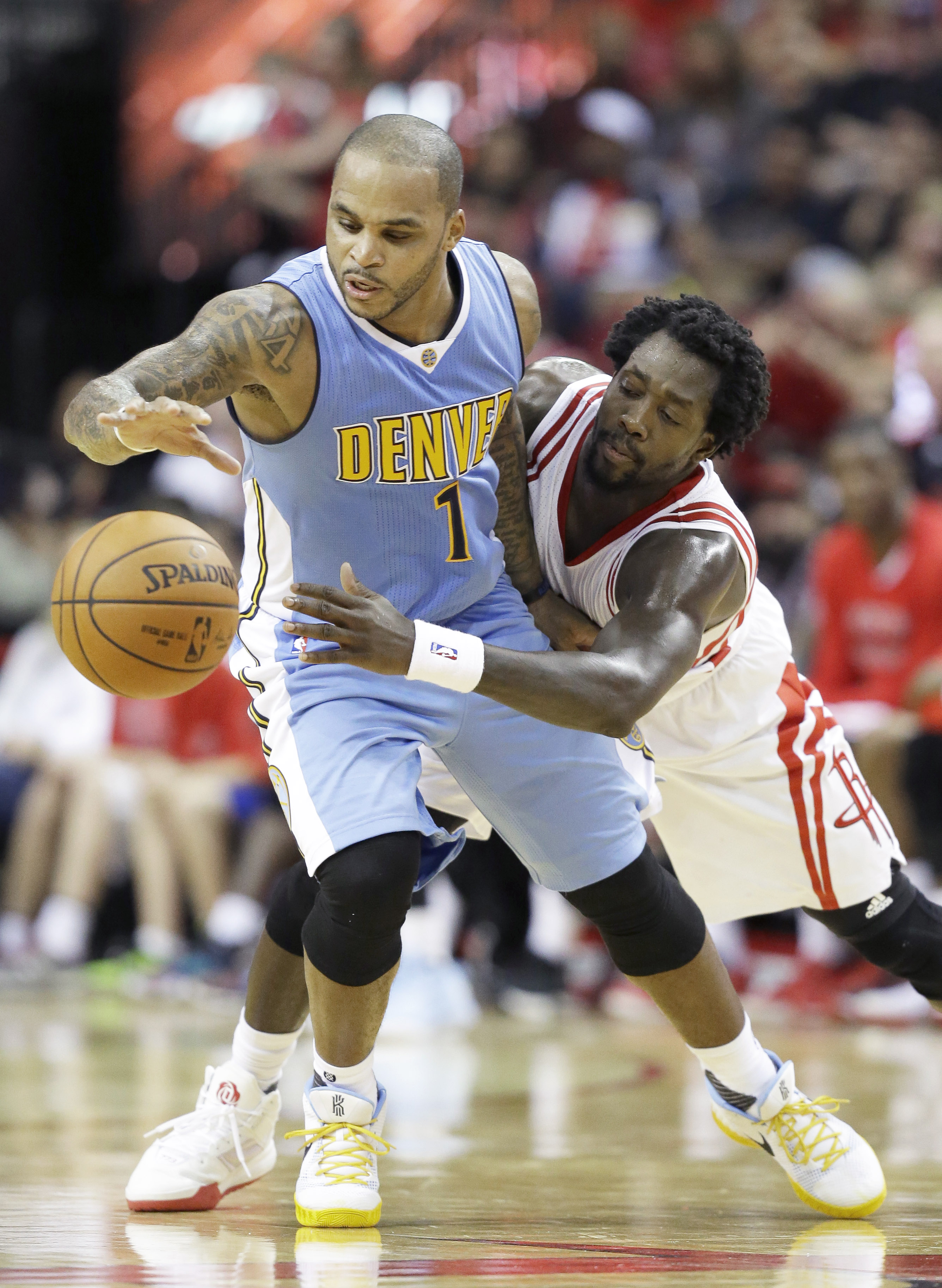 Houston Rockets' Patrick Beverley, right, tries to get the ball from Denver Nuggets' Jameer Nelson in the second half of a NBA basketball game Wednesday, Oct. 28, 2015, in Houston. Denver won 105-85. (AP Photo/Pat Sullivan)