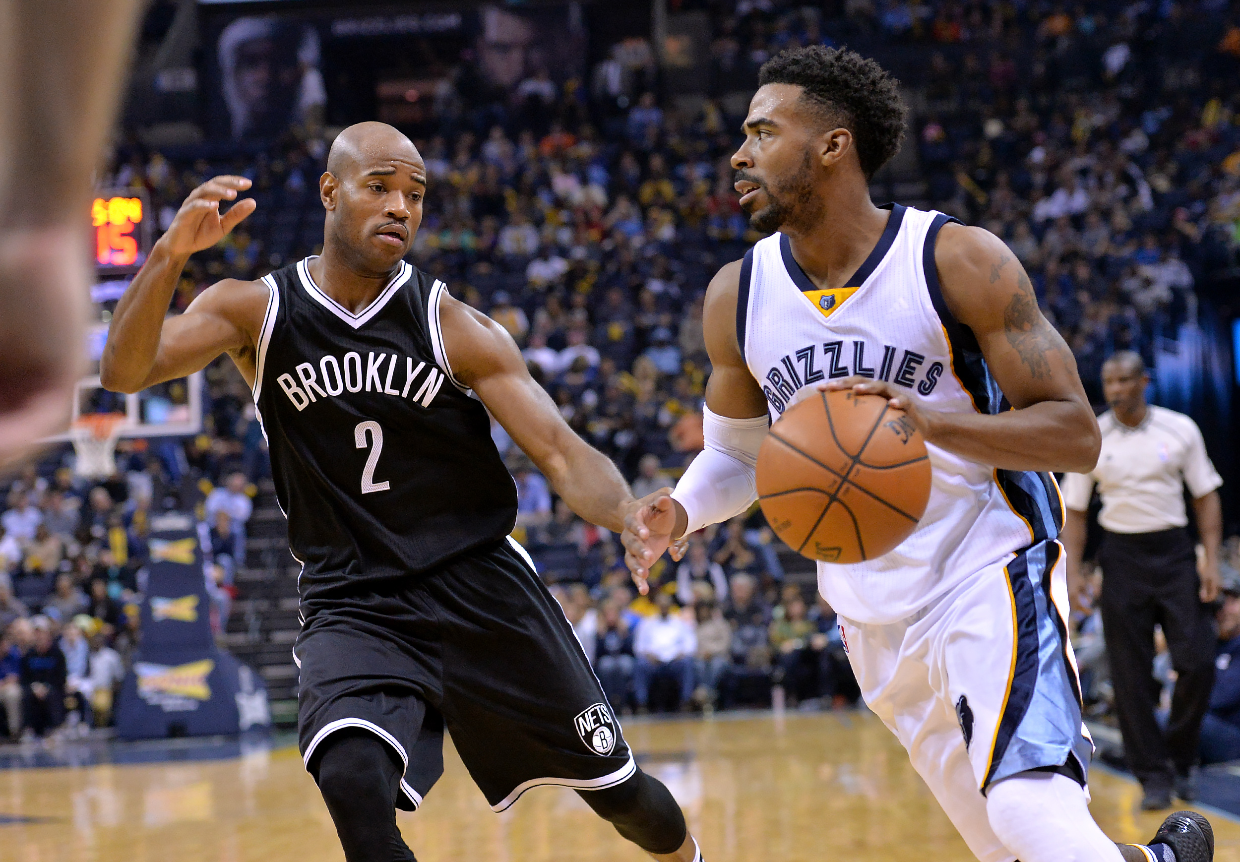 Memphis Grizzlies guard Mike Conley, right, controls the ball against Brooklyn Nets guard Jarrett Jack (2) in the second half of an NBA basketball game Saturday, Oct. 31, 2015, in Memphis, Tenn. (AP Photo/Brandon Dill)