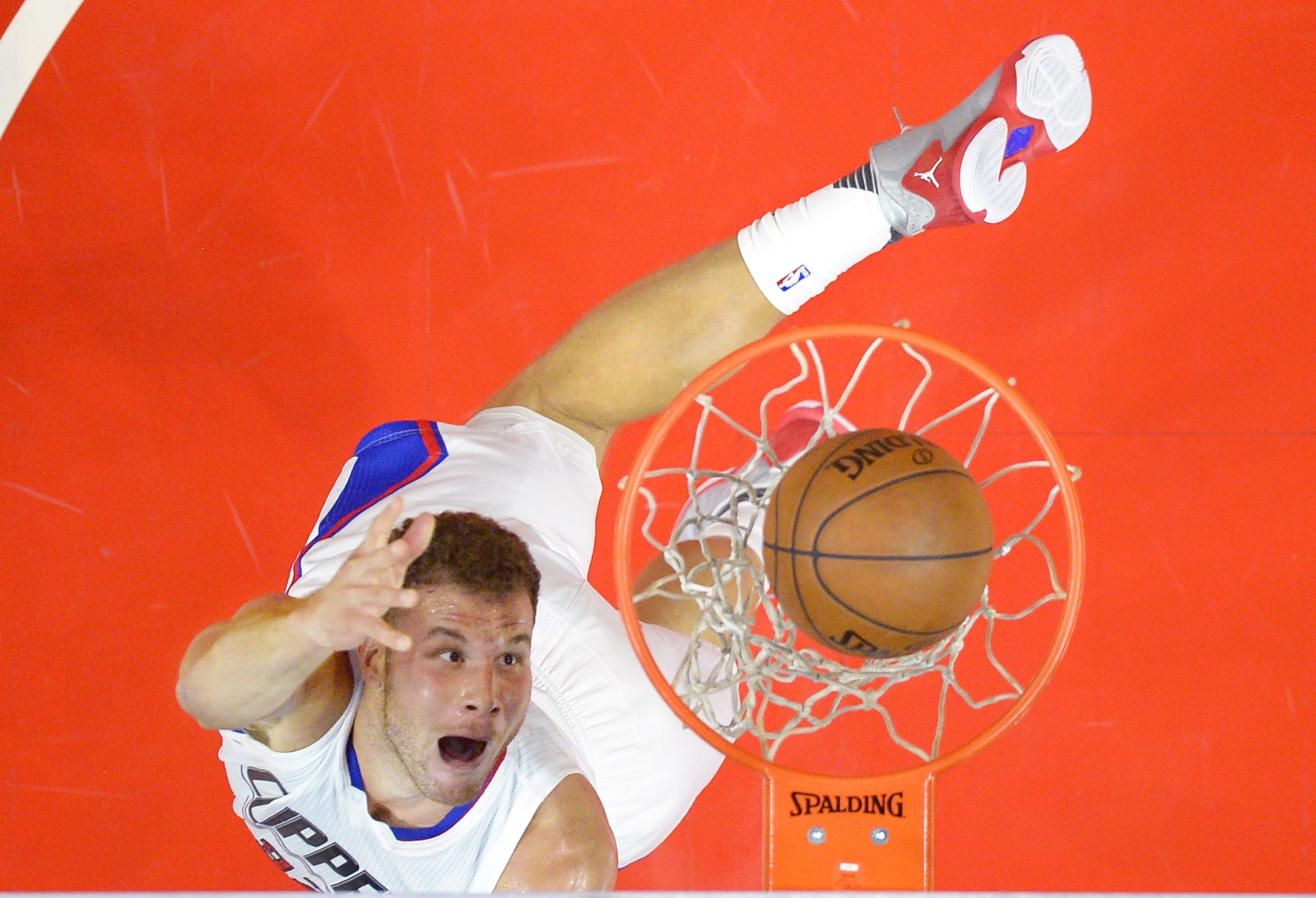 Los Angeles Clippers forward Blake Griffin shoots during the first half of an NBA basketball game against the Phoenix Suns, Monday, Nov. 2, 2015, in Los Angeles. (AP Photo/Mark J. Terrill)
