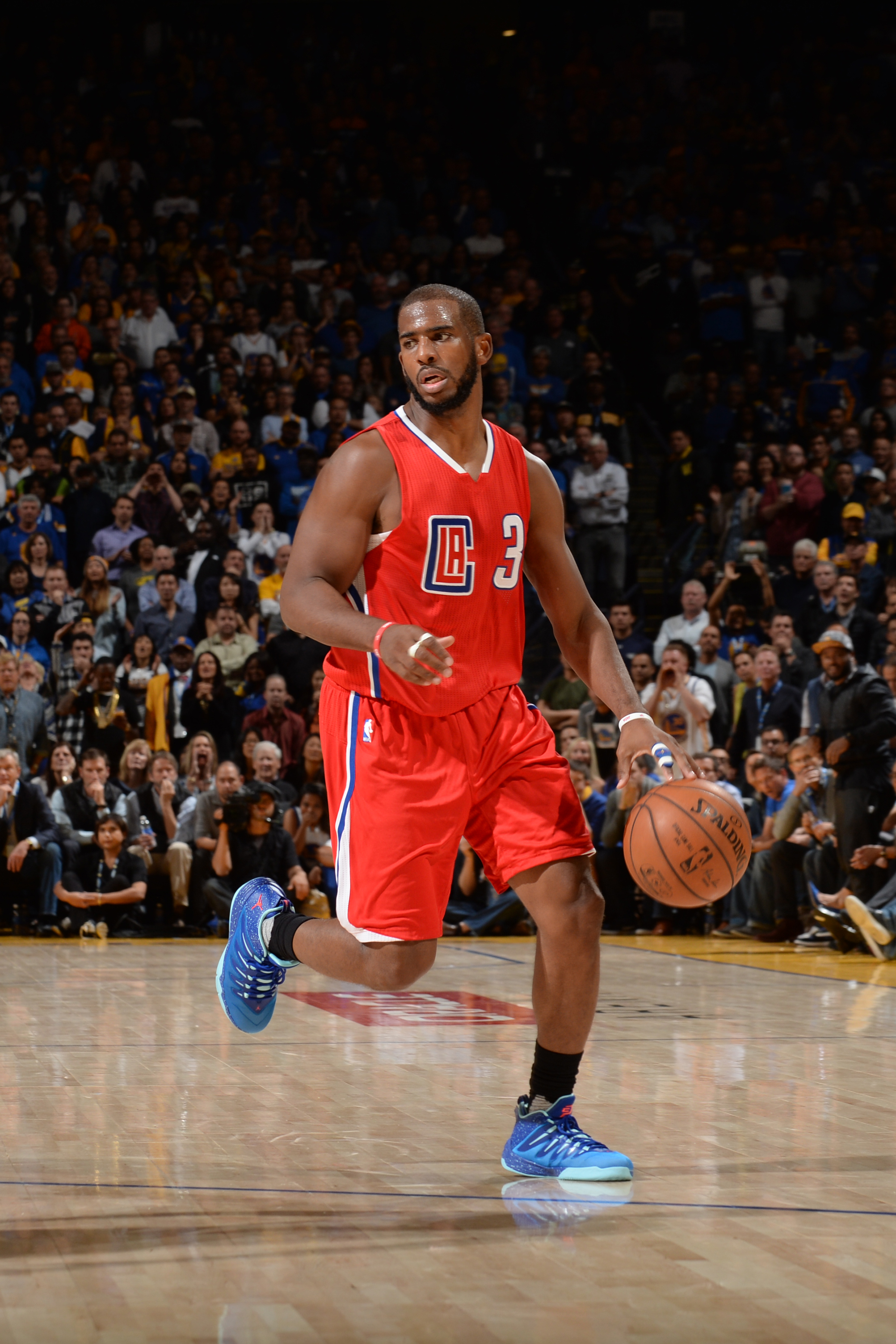 OAKLAND, CA - NOVEMBER 4:  Chris Paul #3 of the Los Angeles Clippers handles the ball against the Golden State Warriors on November 4, 2015 at ORACLE Arena in Oakland, California. (Photo by Noah Graham/NBAE via Getty Images)