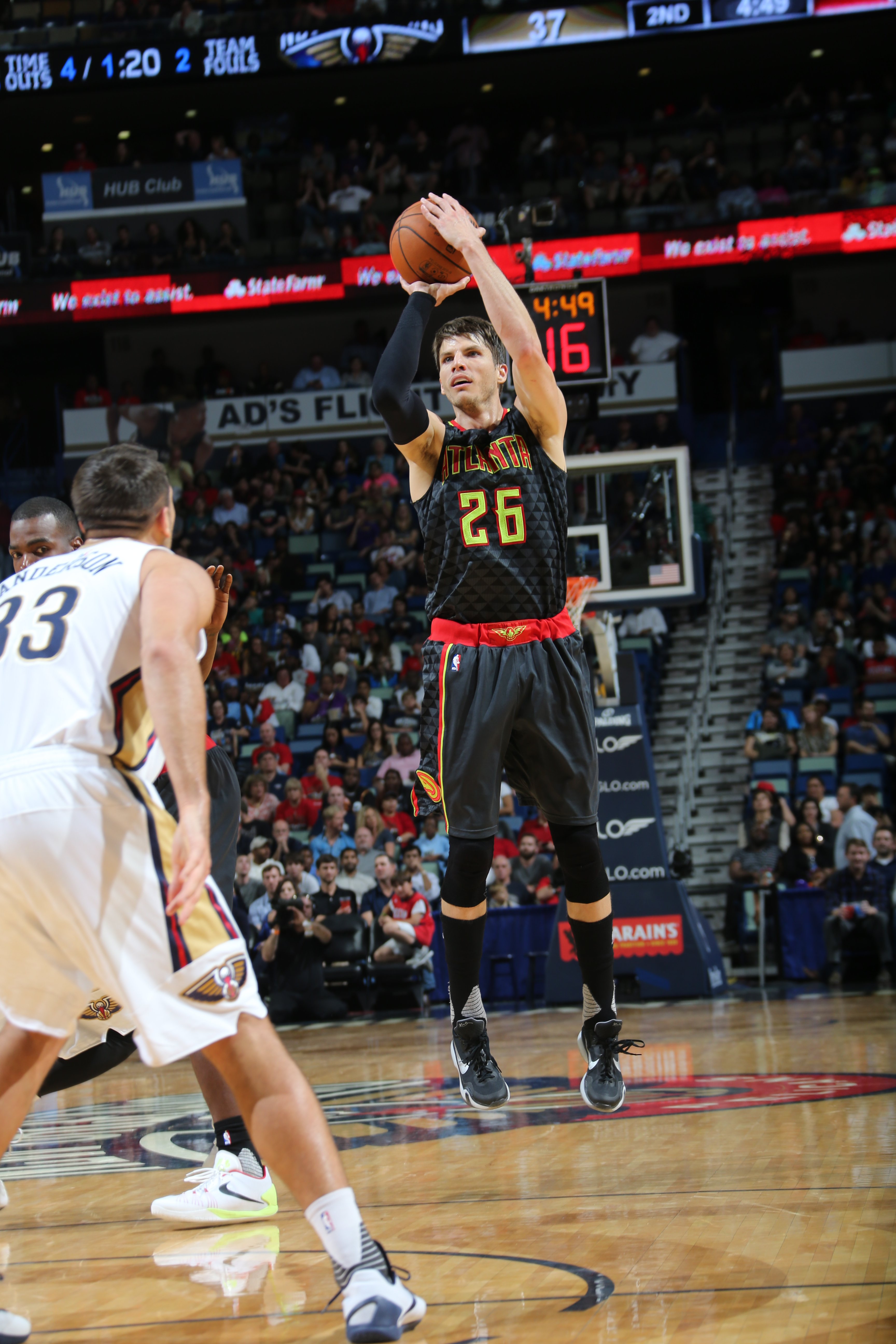 NEW ORLEANS, LA - NOVEMBER 6:  Kyle Korver #26 of the Atlanta Hawks shoots the ball against the New Orleans Pelicans on November 6, 2015 at Smoothie King Center in New Orleans, Louisiana. (Photo by Layne Murdoch/NBAE via Getty Images)