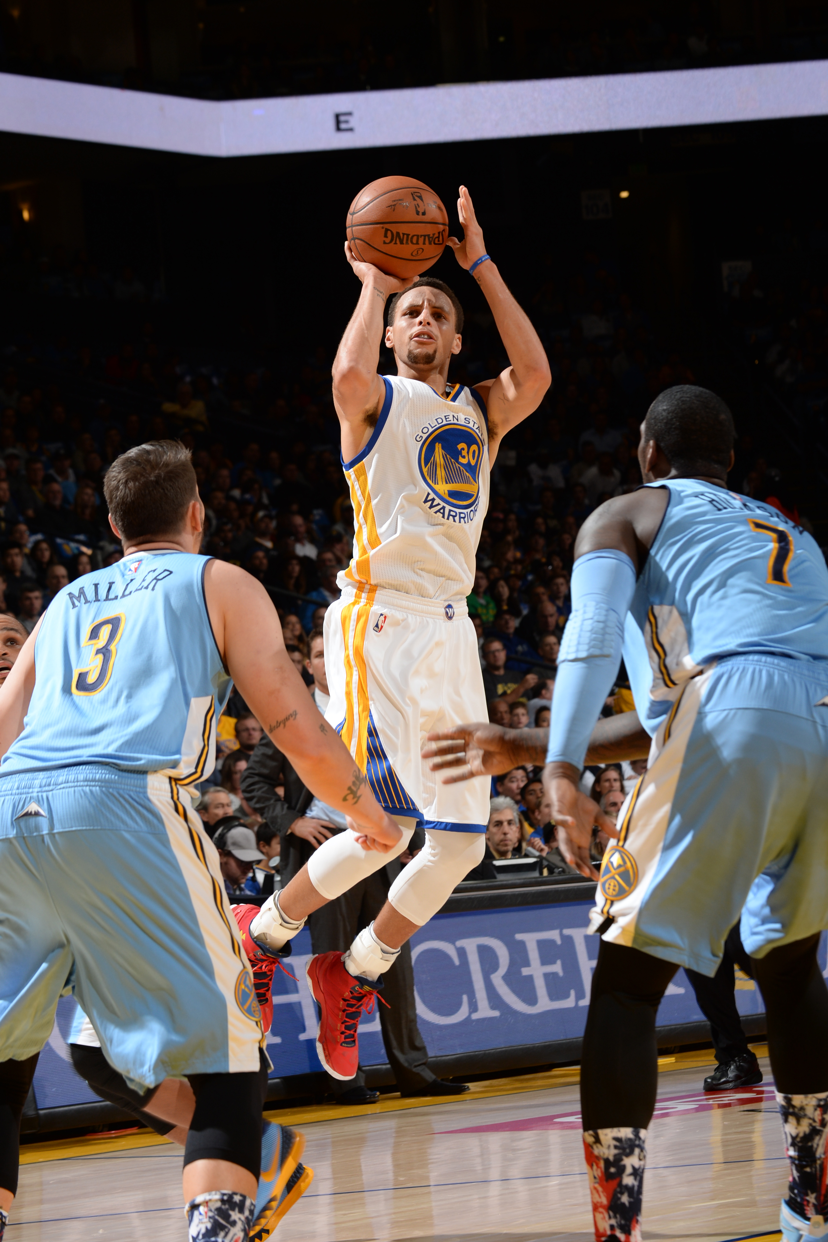 OAKLAND, CA - NOVEMBER 6: Stephen Curry #30 of the Golden State Warriors shoots against the Denver Nuggets during the game on November 6, 2015 at ORACLE in Oakland, California. (Photo by Noah Graham/NBAE via Getty Images)