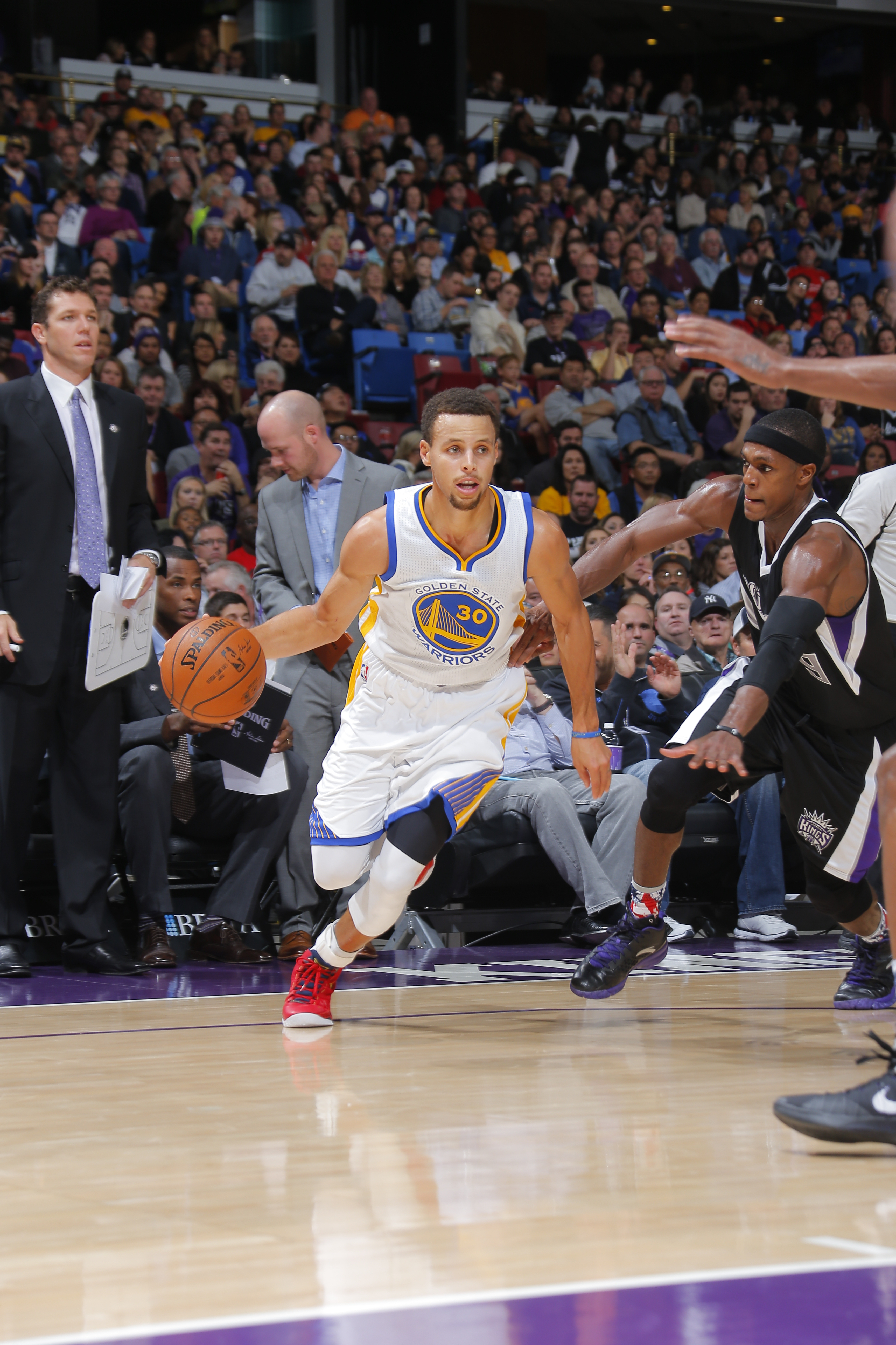 SACRAMENTO, CA - NOVEMBER 7:  Stephen Curry #30 of the Golden State Warriors handles the ball against the Sacramento Kings on November 7, 2015 at Sleep Train Arena in Sacramento, California. (Photo by Rocky Widner/NBAE via Getty Images)