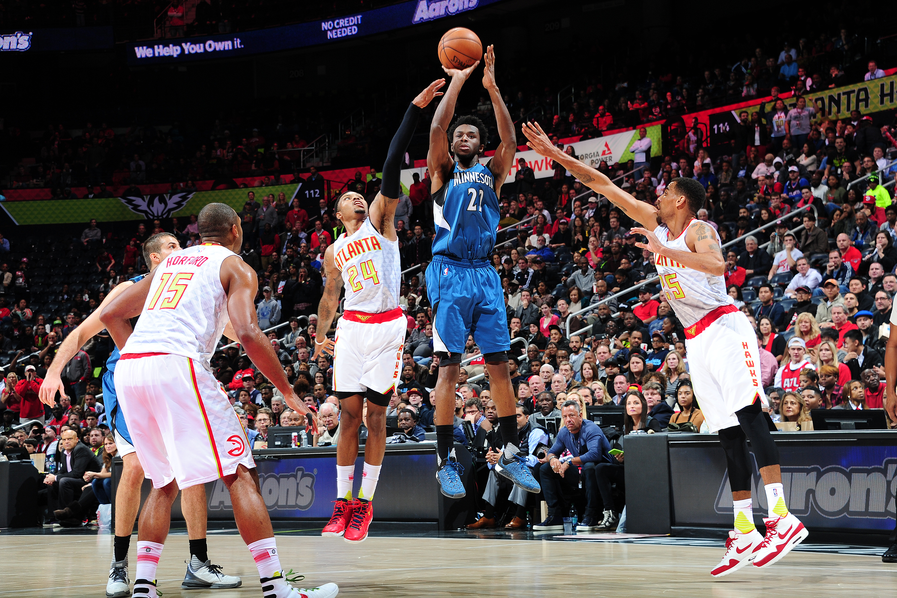 ATLANTA, GA - NOVEMBER 9:  Andrew Wiggins #22 of the Minnesota Timberwolves shoots the ball against the Atlanta Hawks during the game on November 9, 2015 at Philips Arena in Atlanta, Georgia.  (Photo by Scott Cunningham/NBAE via Getty Images)