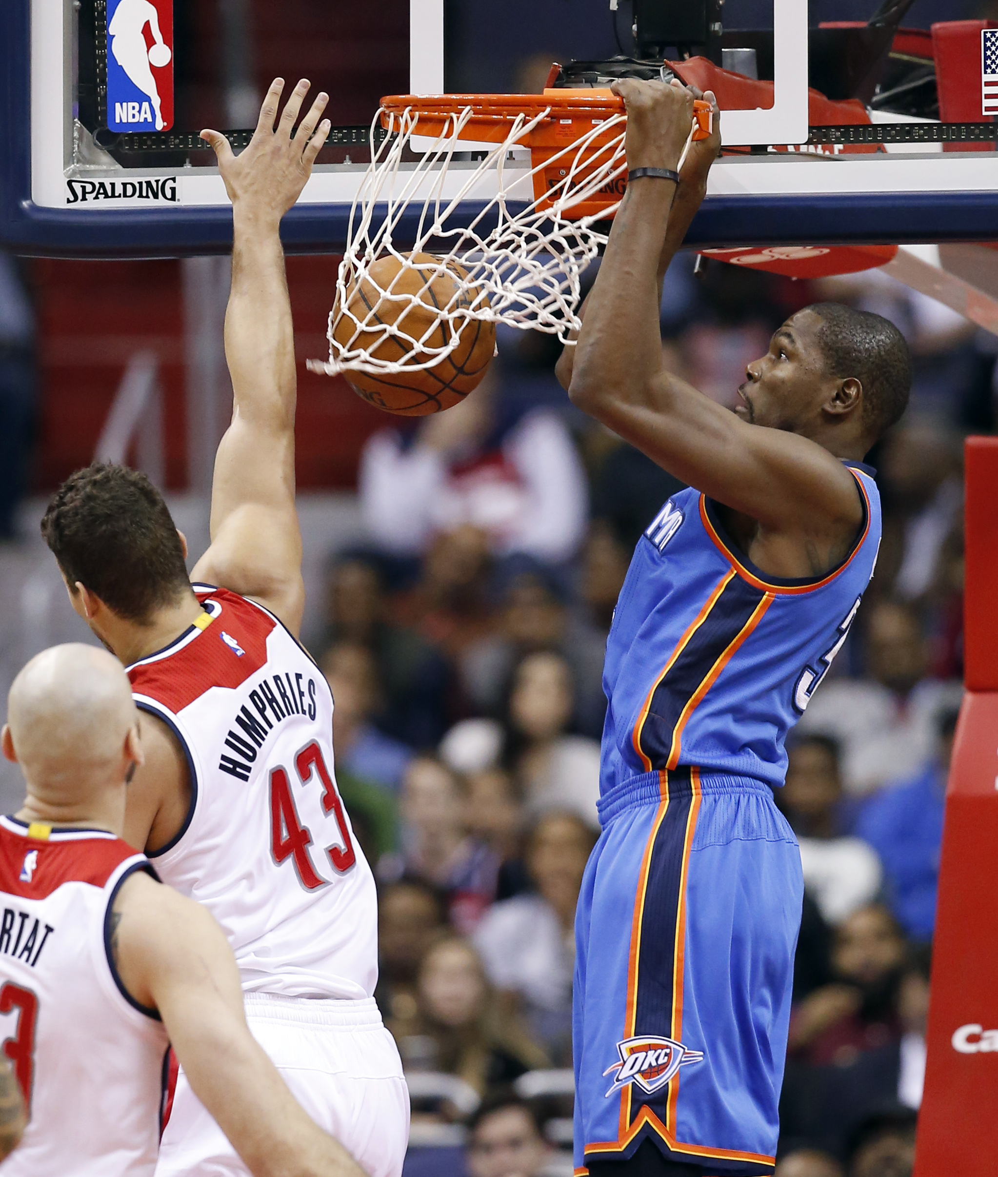 Oklahoma City Thunder forward Kevin Durant (35) dunks in front of Washington Wizards forward Kris Humphries (43) during the first half of an NBA basketball game, Tuesday, Nov. 10, 2015, in Washington. (AP Photo/Alex Brandon)