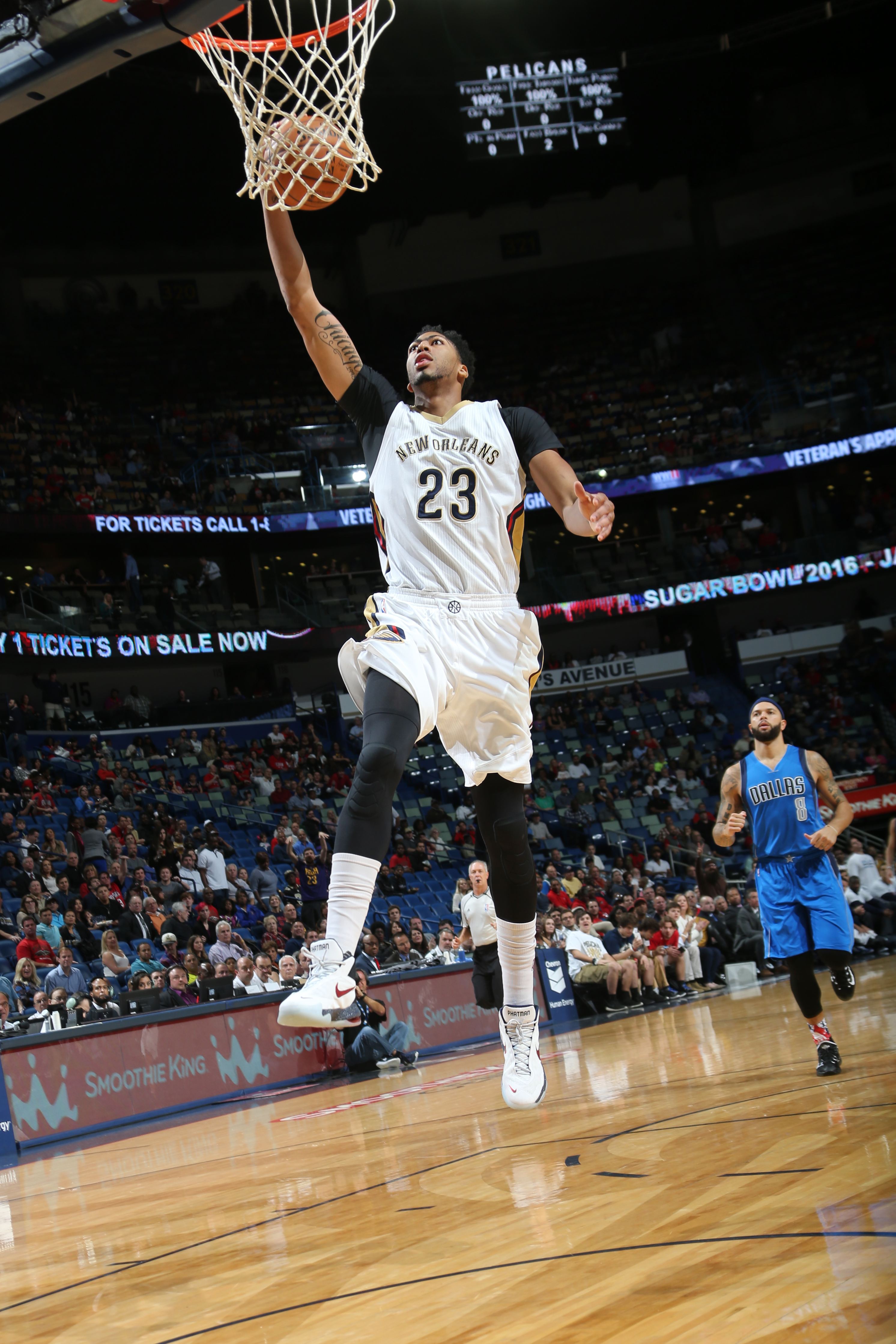 NEW ORLEANS, LA - NOVEMBER 10: Anthony Davis #23 of the New Orleans Pelicans goes for the lay up against the Dallas Mavericks during the game on November 10, 2015 at Smoothie King Center in New Orleans, Louisiana. (Photo by Layne Murdoch/NBAE via Getty Im