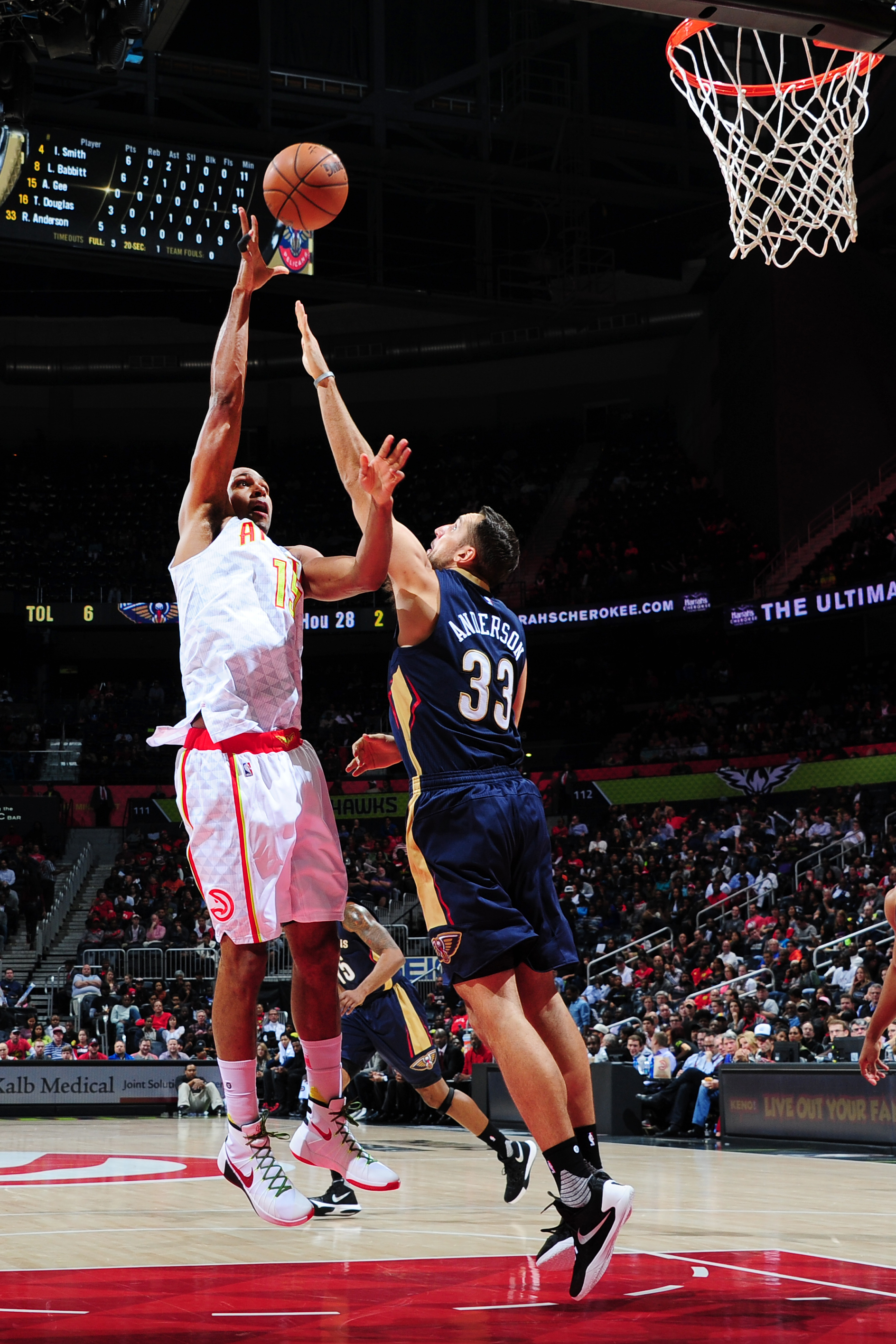 ATLANTA, GA - NOVEMBER 11: Al Horford #15 of the Atlanta Hawks shoots against Ryan Anderson #33 of the New Orleans Pelicans during the game on November 11, 2015 at Philips Arena in Atlanta, Georgia. (Photo by Scott Cunningham/NBAE via Getty Images)