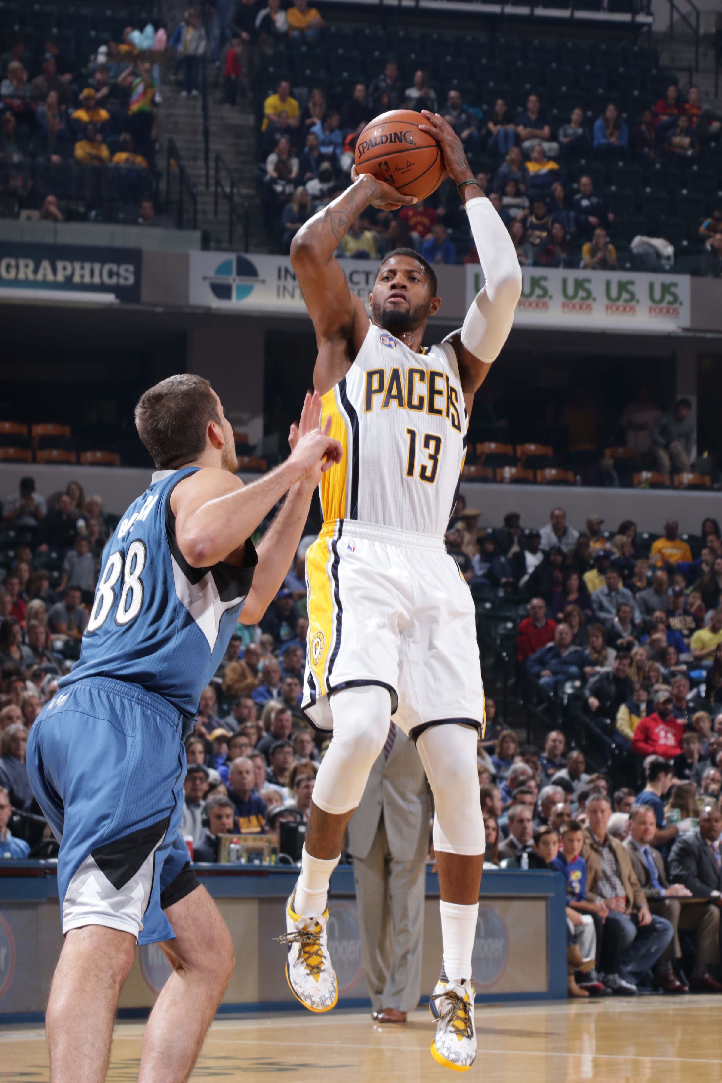 INDIANAPOLIS - NOVEMBER 13: Paul George #13 of the Indiana Pacers shoots the ball against the Minnesota Timberwolves at Bankers Life Fieldhouse on November 13, 2015 in Indianapolis, Indiana.  (Photo by Ron Hoskins/NBAE via Getty Images)