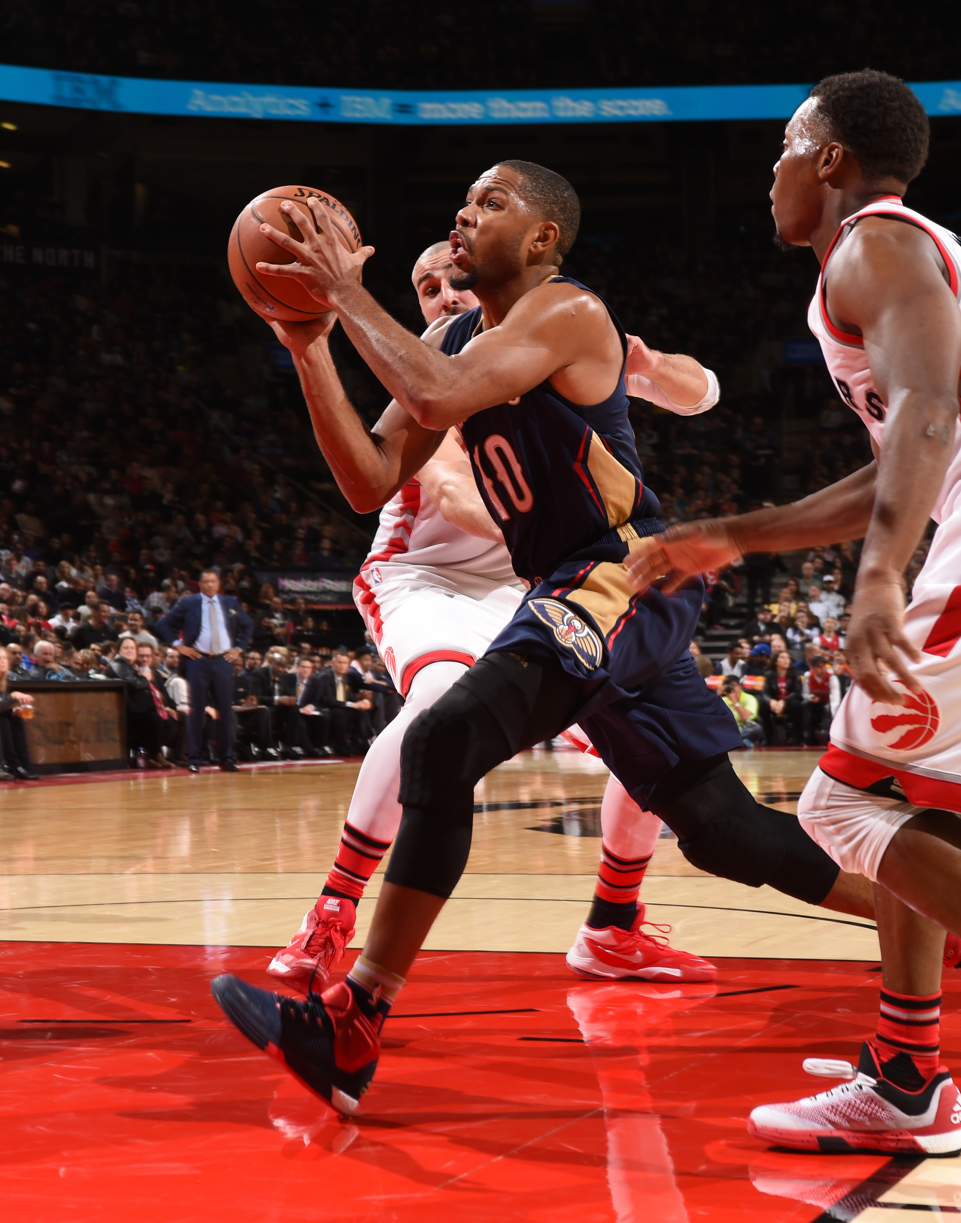 TORONTO, CANADA - NOVEMBER 13:  Eric Gordon #10 of the New Orleans Pelicans drives to the basket against the Toronto Raptors on November 13, 2015 at the Air Canada Centre in Toronto, Ontario, Canada.  (Photo by Ron Turenne/NBAE via Getty Images)