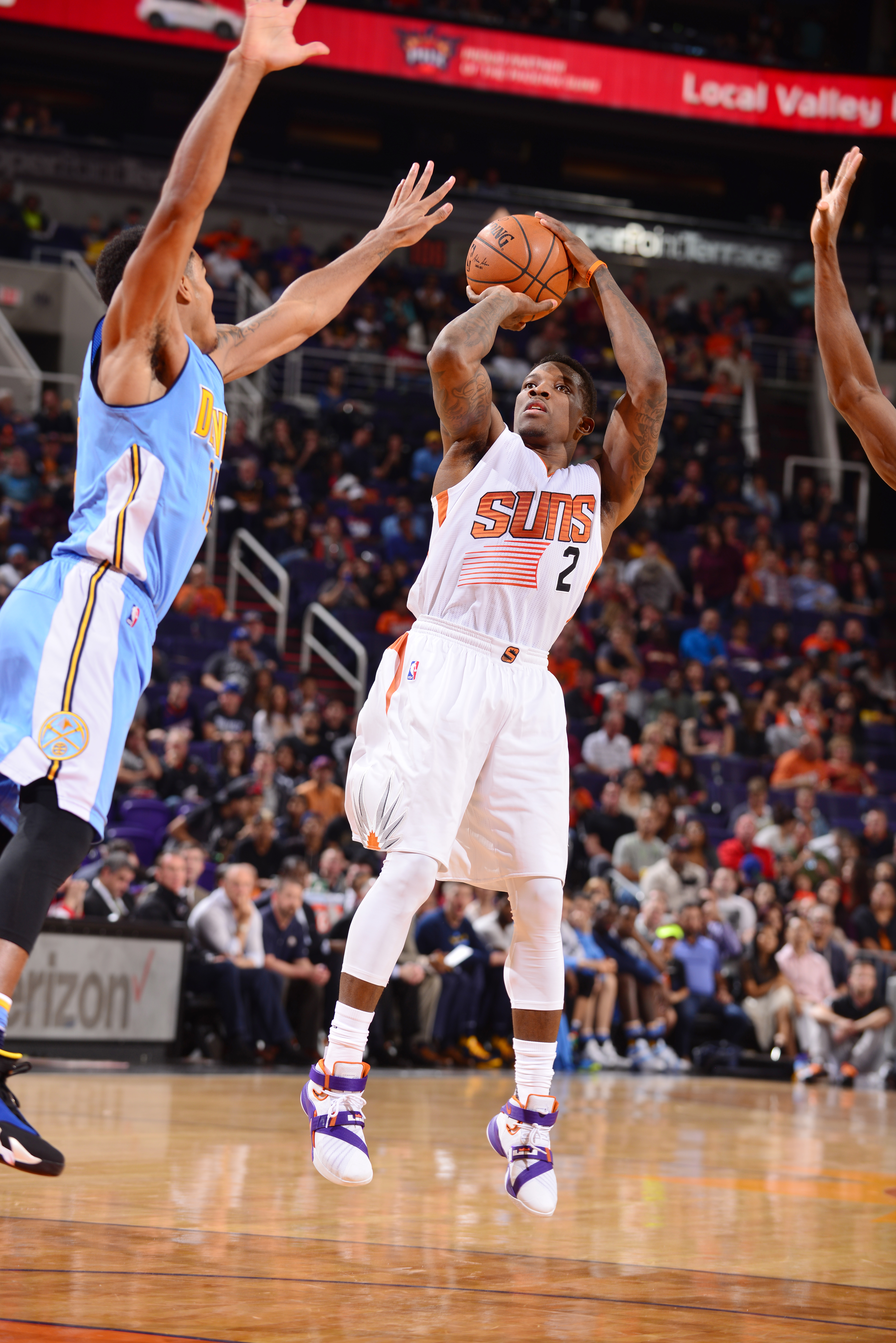PHOENIX, AZ - NOVEMBER 14: Eric Bledsoe #2 of the Phoenix Suns shoots against the Denver Nuggets during the game on November 14, 2015 at Talking Stick Resort Arena in Phoenix, Arizona. (Photo by Barry Gossage/NBAE via Getty Images)