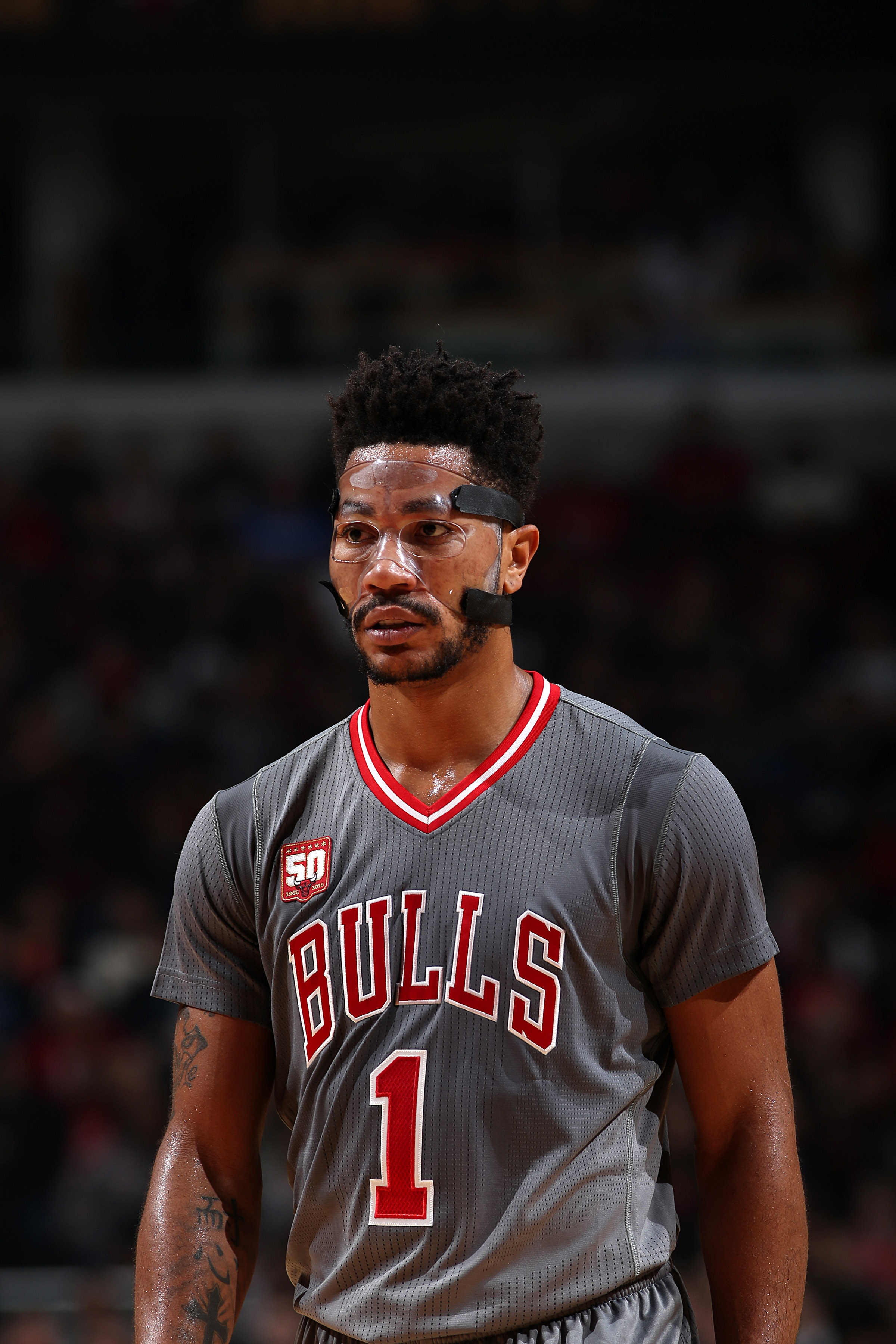 CHICAGO, IL - NOVEMBER 16: Derrick Rose #1 of the Chicago Bulls looks on during the game against the Indiana Pacers on November 16, 2015 at the United Center in Chicago, Illinois. (Photo by Gary Dineen/NBAE via Getty Images)
