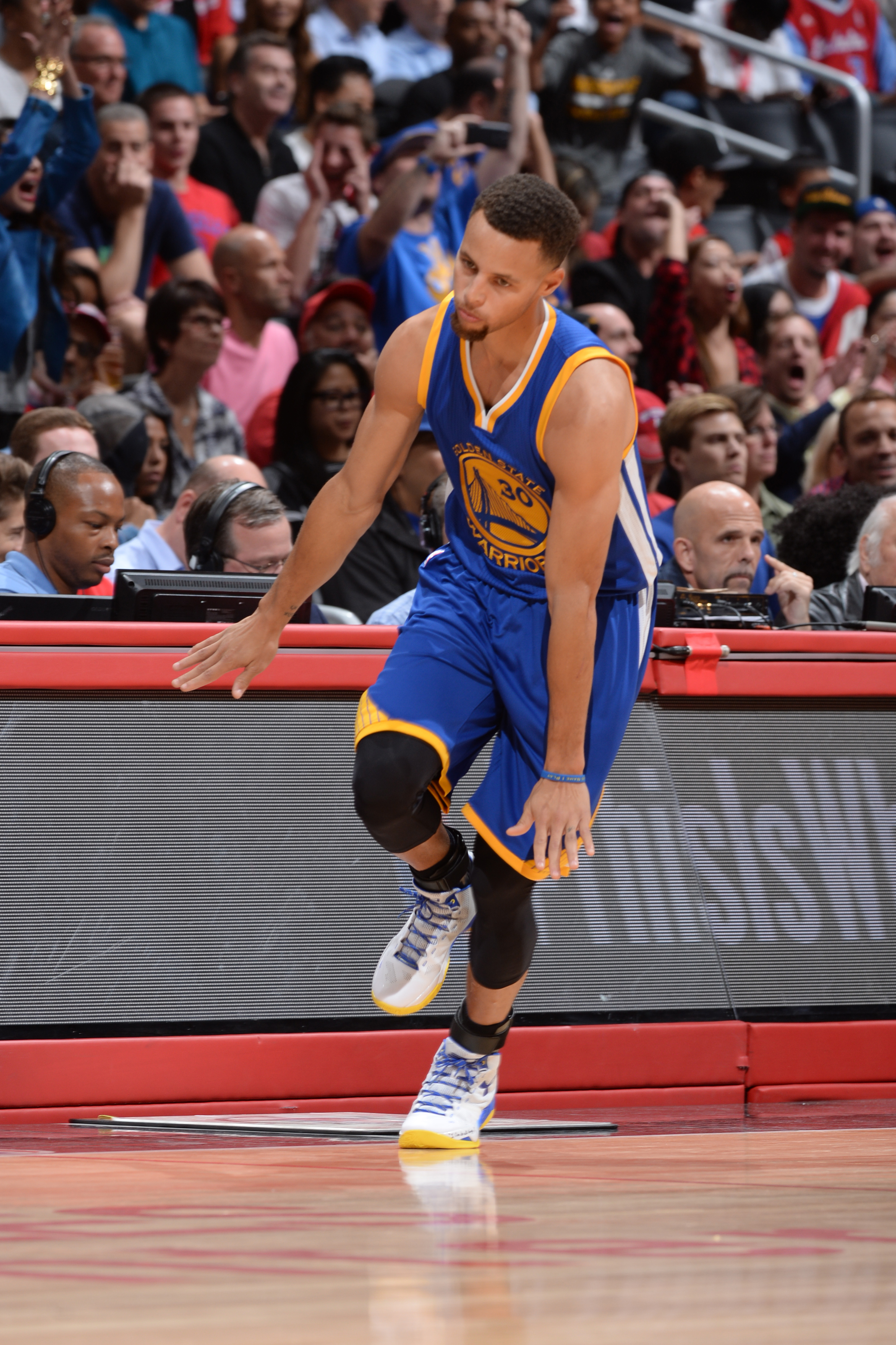 LOS ANGELES, CA - NOVEMBER 19:  Stephen Curry #30 of the Golden State Warriors reacts during the game against the Los Angeles Clippers on November 19, 2015 at STAPLES Center in Los Angeles, California. (Photo by Andrew D. Bernstein/NBAE via Getty Images)