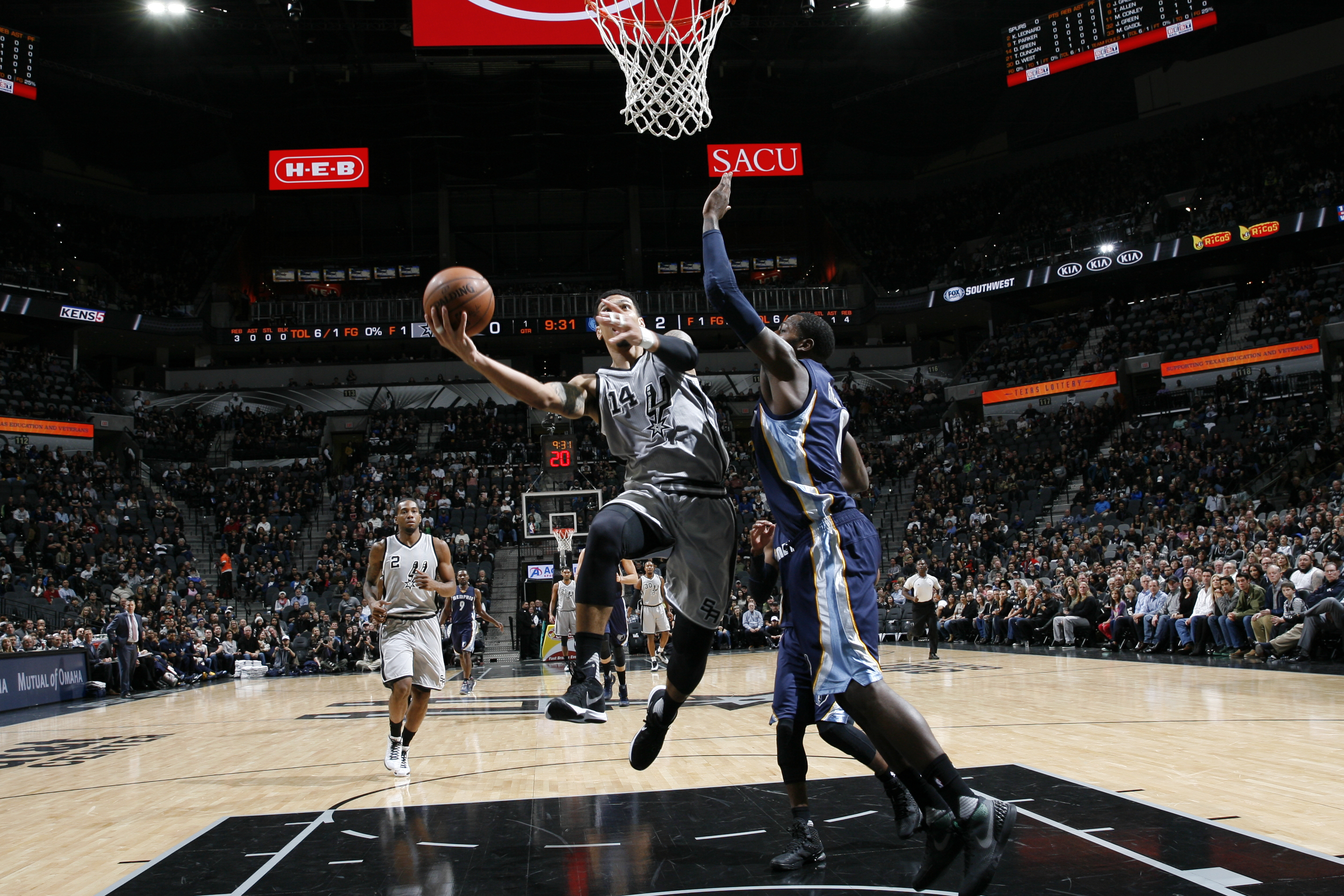 SAN ANTONIO, TX - NOVEMBER 21: Danny Green #14 of the San Antonio Spurs goes for the lay up against the Memphis Grizzlies during the game on November 21, 2015 at TAT&T Center in San Antonio, Texas. (Photo by Chris Covatta/NBAE via Getty Images)