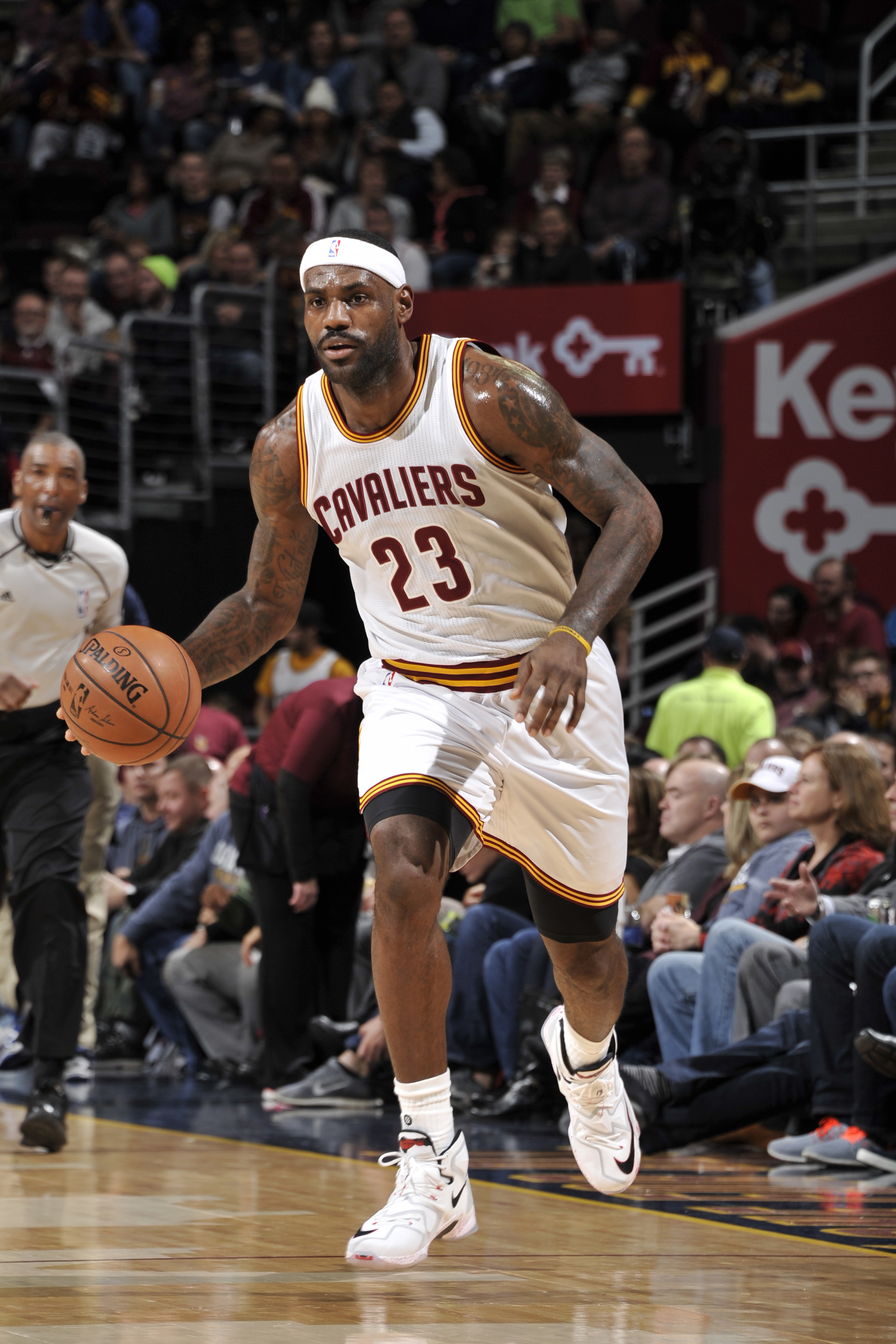CLEVELAND, OH - NOVEMBER 23:  LeBron James #23 of the Cleveland Cavaliers dribbles the ball against the Orlando Magic on November 23, 2015 at Quicken Loans Arena in Cleveland, Ohio. (Photo by David Liam Kyle/NBAE via Getty Images)