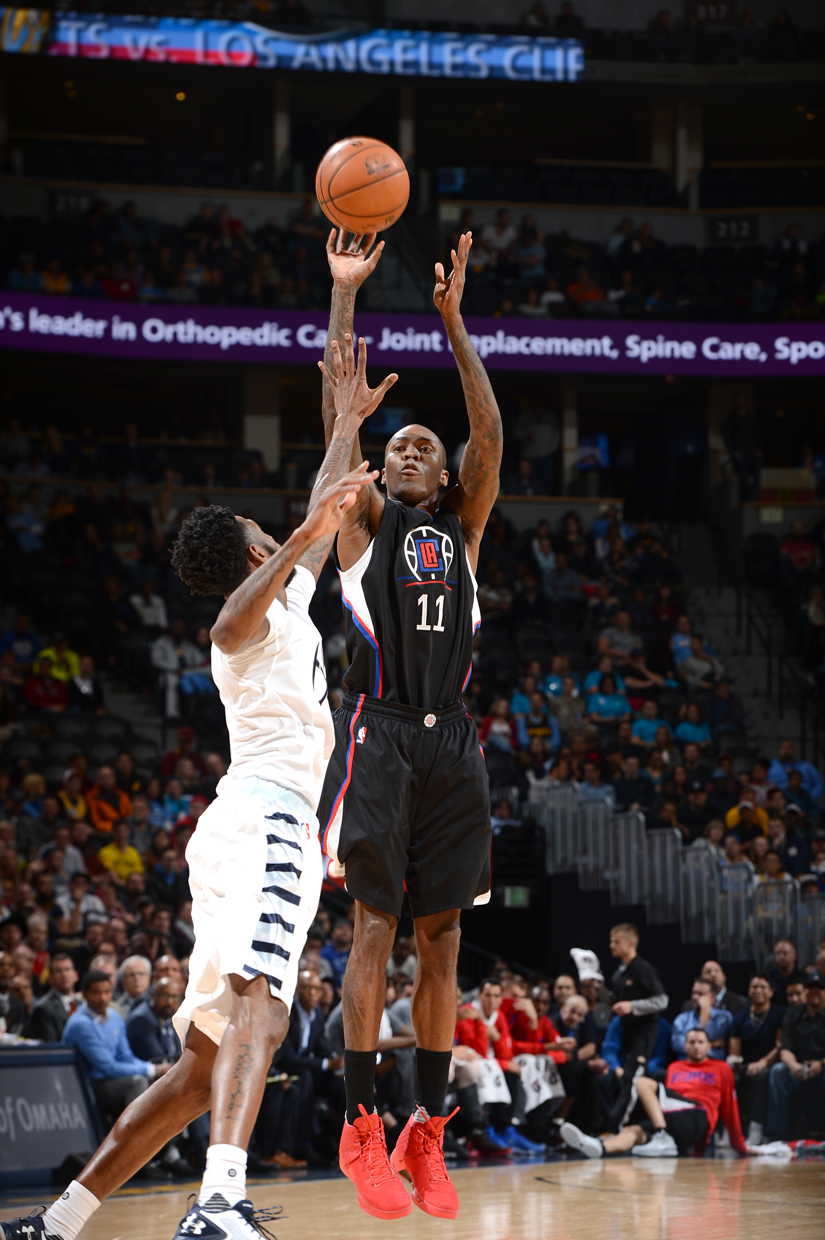 DENVER, CO - NOVEMBER 24: Jamal Crawford #11 of the Los Angeles Clippers shoots the ball during the game against the Denver Nuggets on November 24 2015 at the Pepsi Center in Denver, Colorado. (Photo by Garrett Ellwood/NBAE via Getty Images)