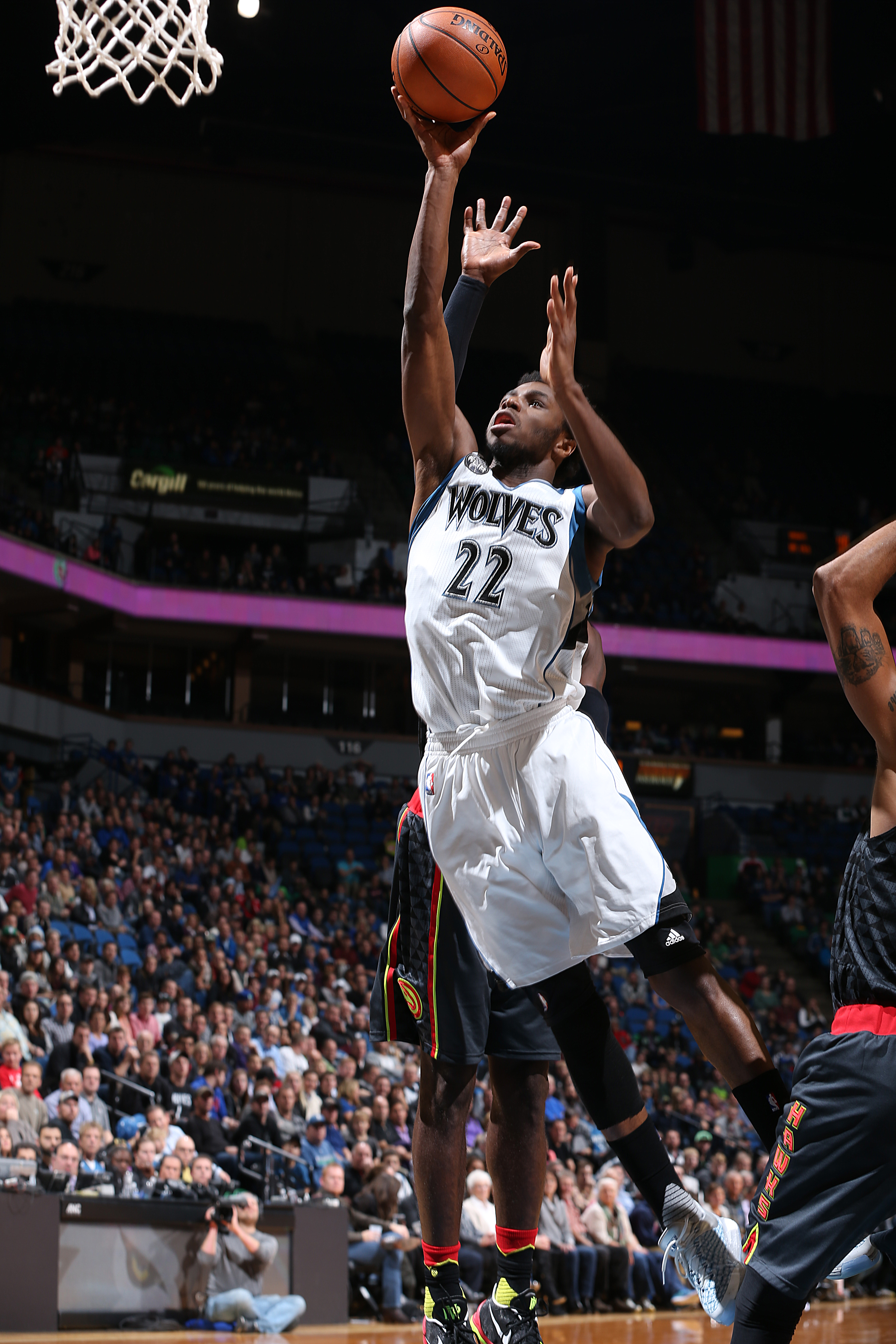 MINNEAPOLIS, MN -  NOVEMBER 25:  Andrew Wiggins #22 of the Minnesota Timberwolves shoots the ball against the Atlanta Hawks on November 25, 2015 at Target Center in Minneapolis, Minnesota. (Photo by David Sherman/NBAE via Getty Images)