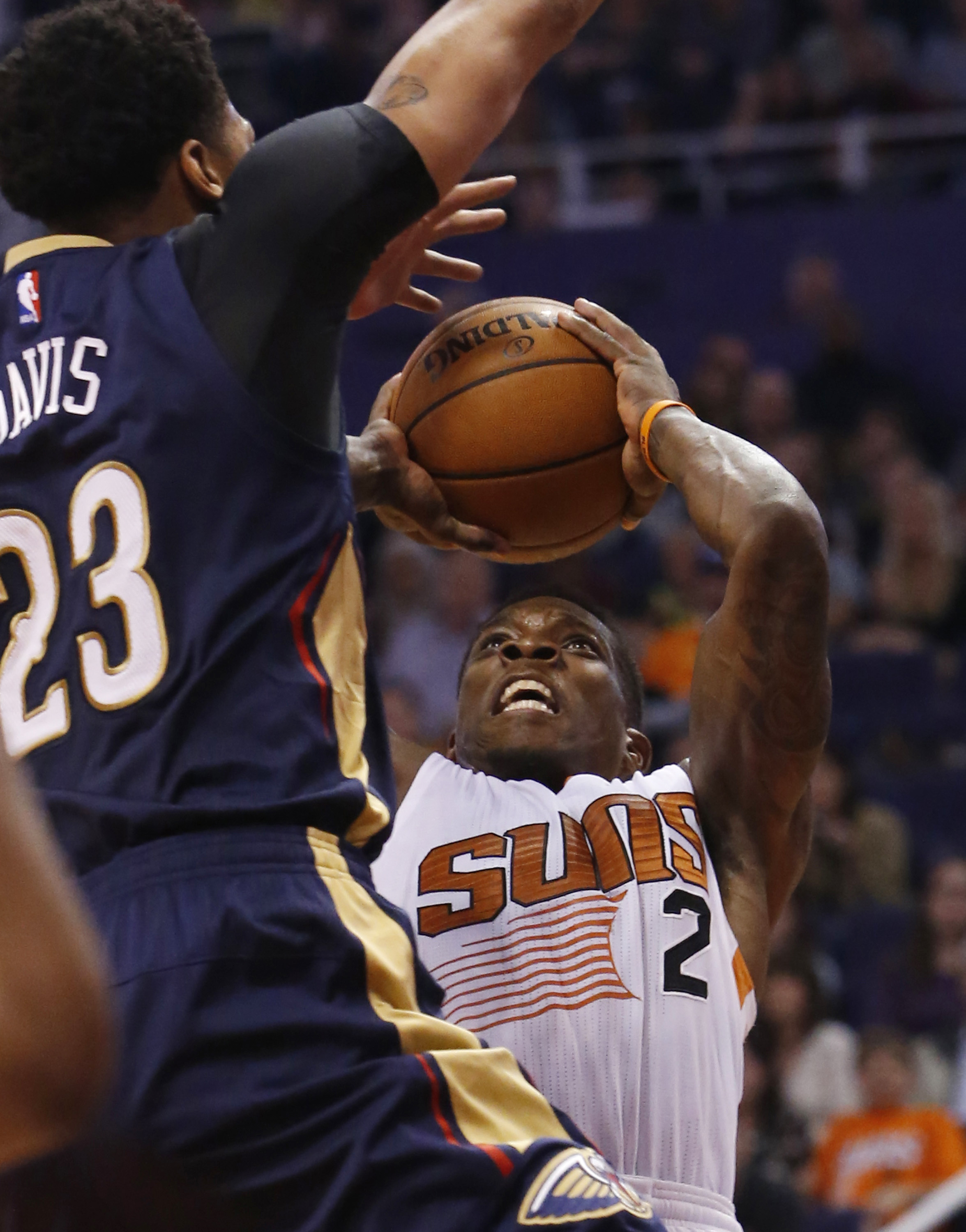 Phoenix Suns guard Eric Bledsoe (2) shoots in front of New Orleans Pelicans forward Anthony Davis during the third quarter of an NBA basketball game, Wednesday, Nov. 25, 2015, in Phoenix. (AP Photo/Rick Scuteri)