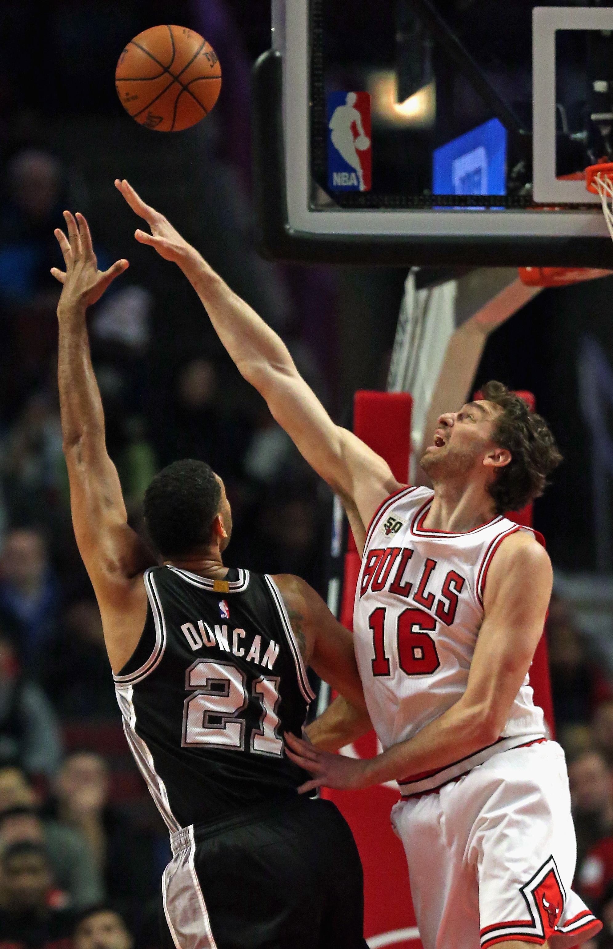 CHICAGO, IL - NOVEMBER 30: Pau Gasol #16 of the Chicago Bulls blocks a shot by Tim Duncan #21 of the San Antonio Spurs at the United Center on November 30, 2015 in Chicago, Illinois. Note to User: User expressly acknowledges and agrees that, by downloadin