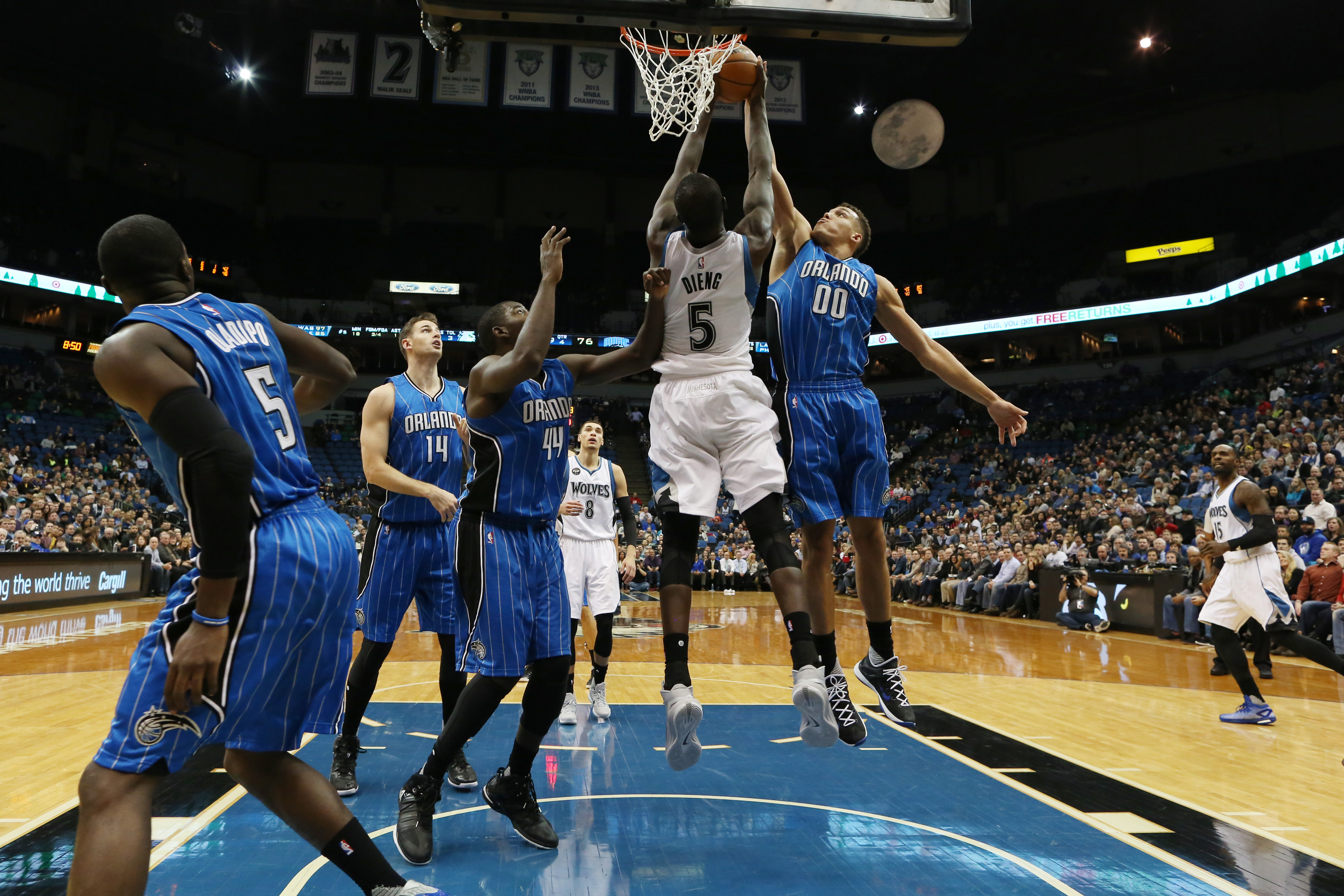 MINNEAPOLIS, MN - DECEMBER 1: Aaron Gordon #00 of the Orlando Magic dunks against Gorgui Dieng #5 of the Minnesota Timberwolves during the game on December 1, 2015 at Target Center Minneapolis, Minnesota. (Photo by Jordan Johnson/NBAE via Getty Images)