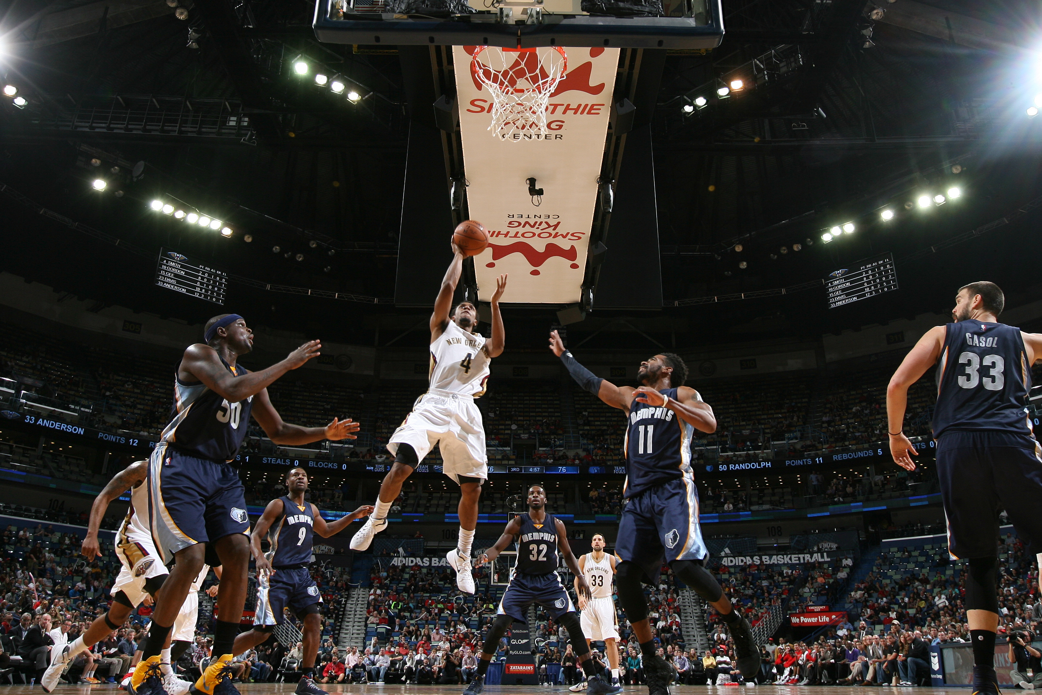 NEW ORLEANS, LA - DECEMBER 1:  Ish Smith #4 of the New Orleans Pelicans goes to the basket against the Memphis Grizzlies on December 1, 2015 at the Smoothie King Center in New Orleans, Louisiana. (Photo by Layne Murdoch/NBAE via Getty Images)