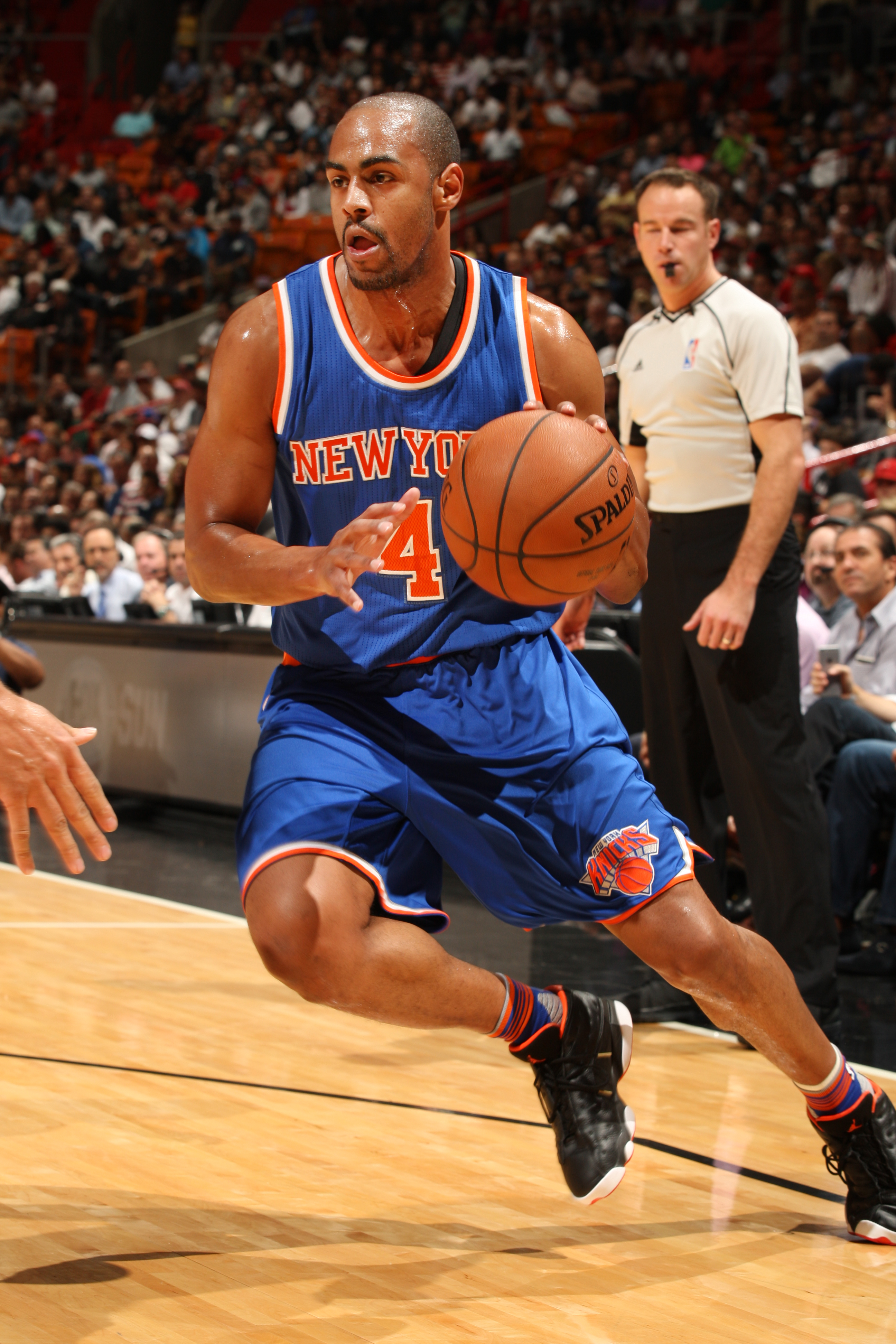 MIAMI, FL - NOVEMBER 23: Arron Afflalo #4 of the New York Knicks drives to the basket against the Miami Heat on November 23, 2015 at American Airlines Arena in Miami, Florida. (Photo by Oscar Baldizon/NBAE via Getty Images)