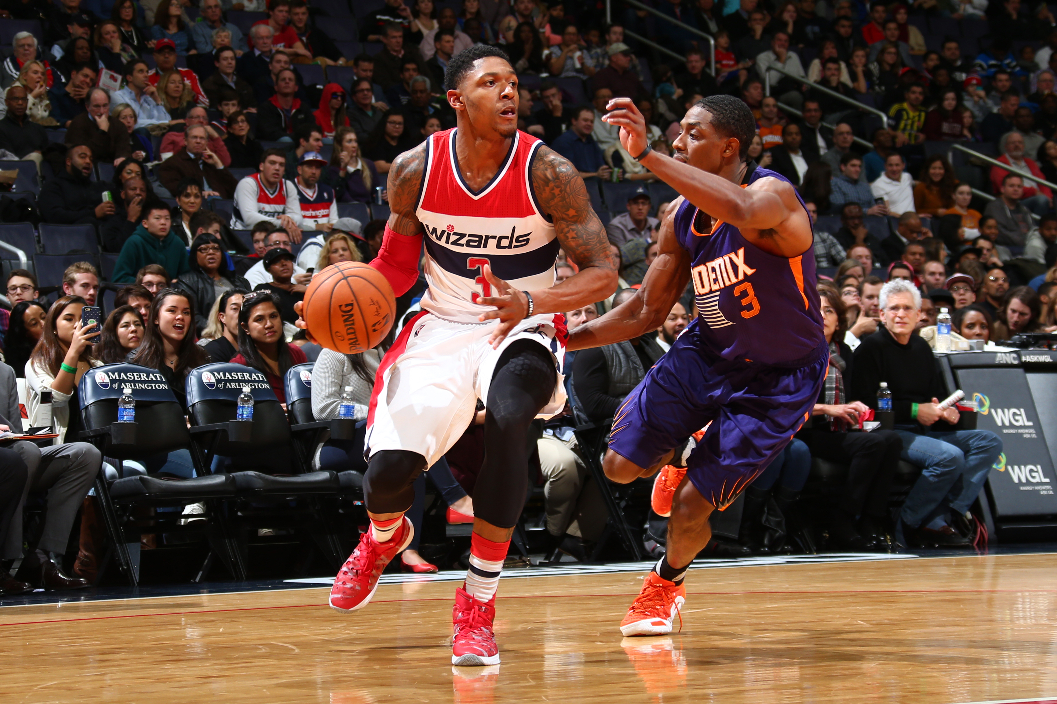 WASHINGTON, DC - DECEMBER 4:  Bradley Beal #3 of the Washington Wizards drives to the basket against Brandon Knight #3 of the Phoenix Suns on December 4, 2015 at Verizon Center in Washington, DC. (Photo by Ned Dishman/NBAE via Getty Images)